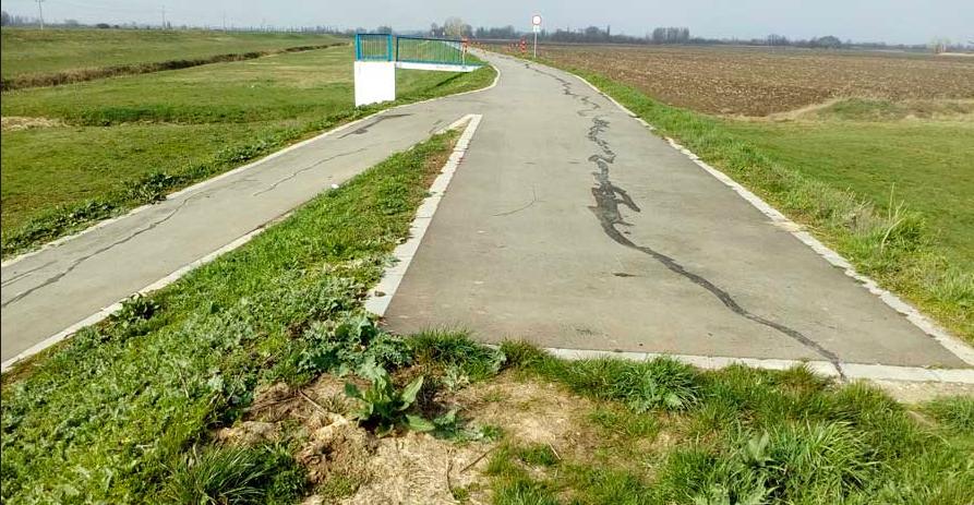 A frissen javított hatvani kerékpárút látványa mindent elmond arról, ahogy használjuk az uniós forrásokat