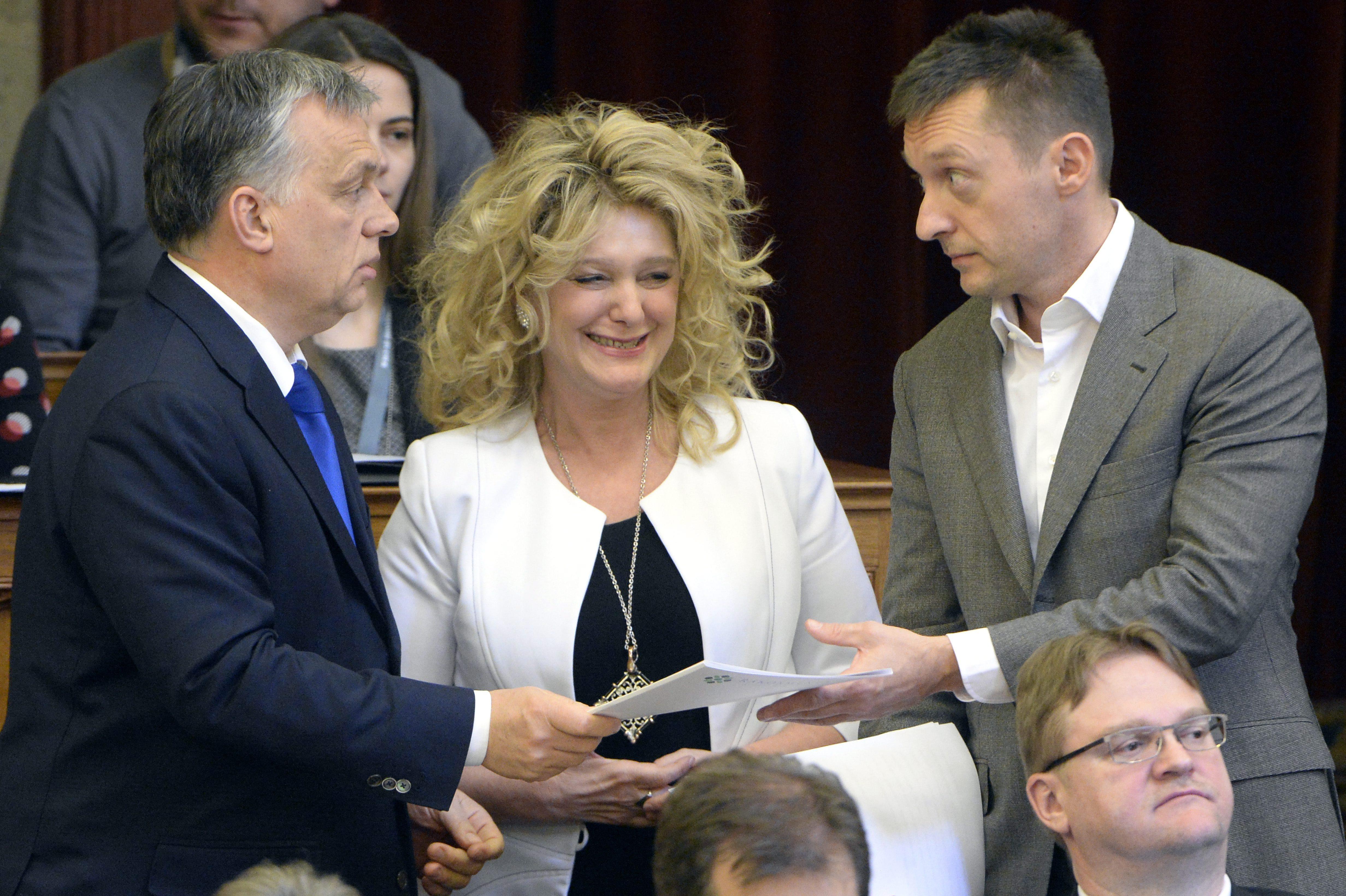 """A Fidesz szóvivőjének válasza arra, mi lett a magánnyugdíjpénztáraktól lenyúlt pénzzel: 1. """"Gyurcsány"""", 2. """"Válaszoltam önnek"""""""