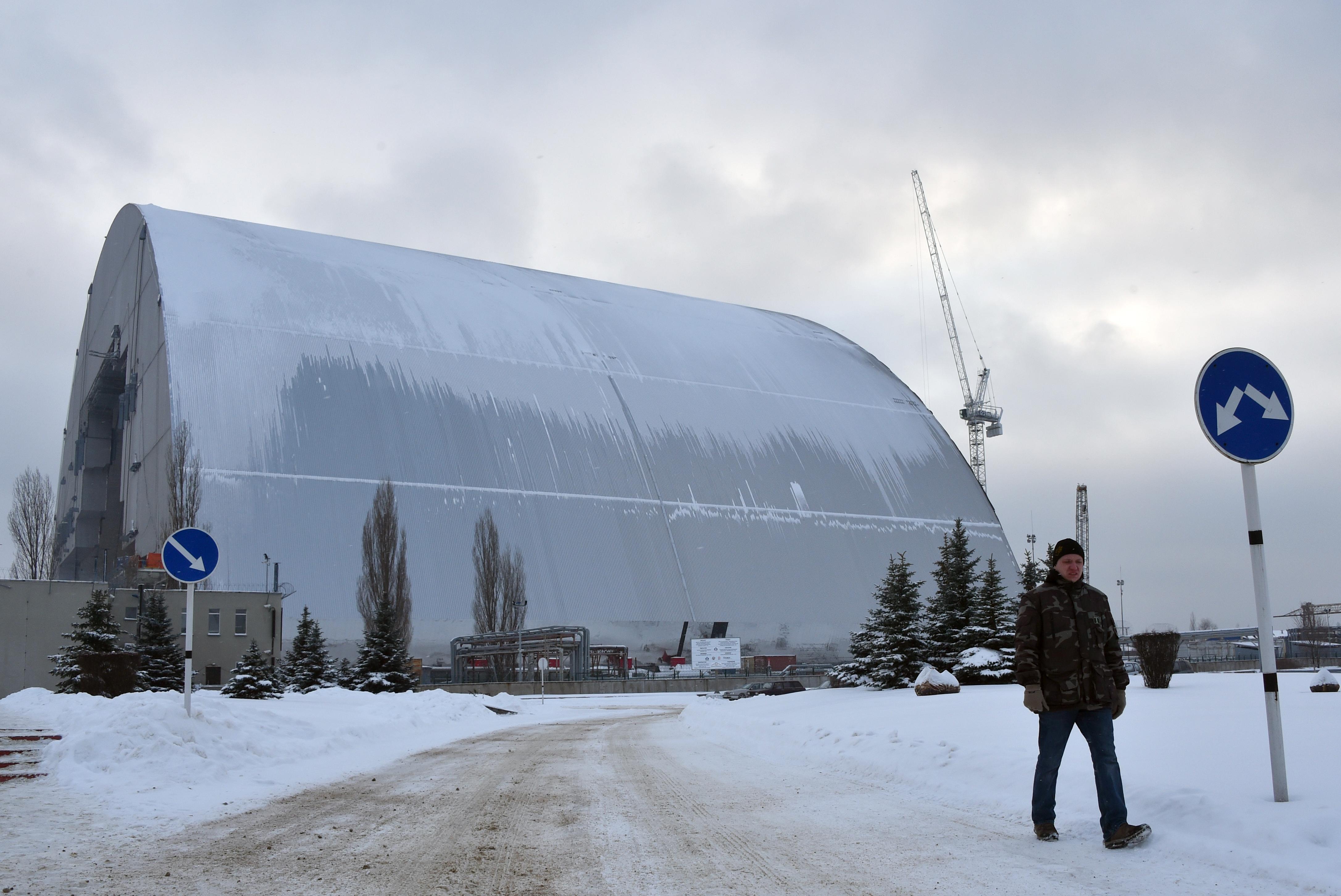 A világ legnagyobb mozgó építményével fedik be a csernobili atomerőművet