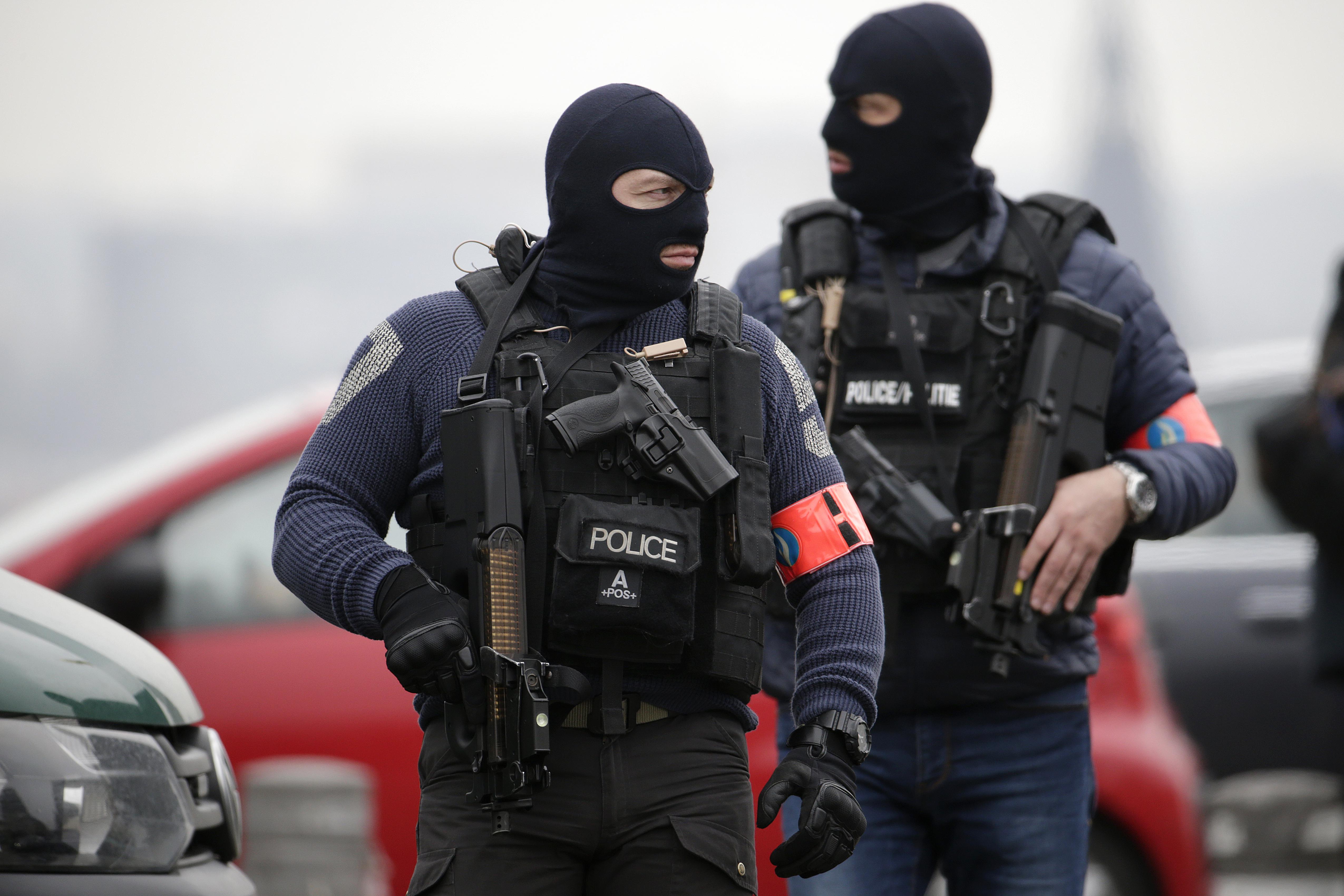 A párizsi merénylők szociális támogatásból éltek, miközben a terrortámadást tervezték