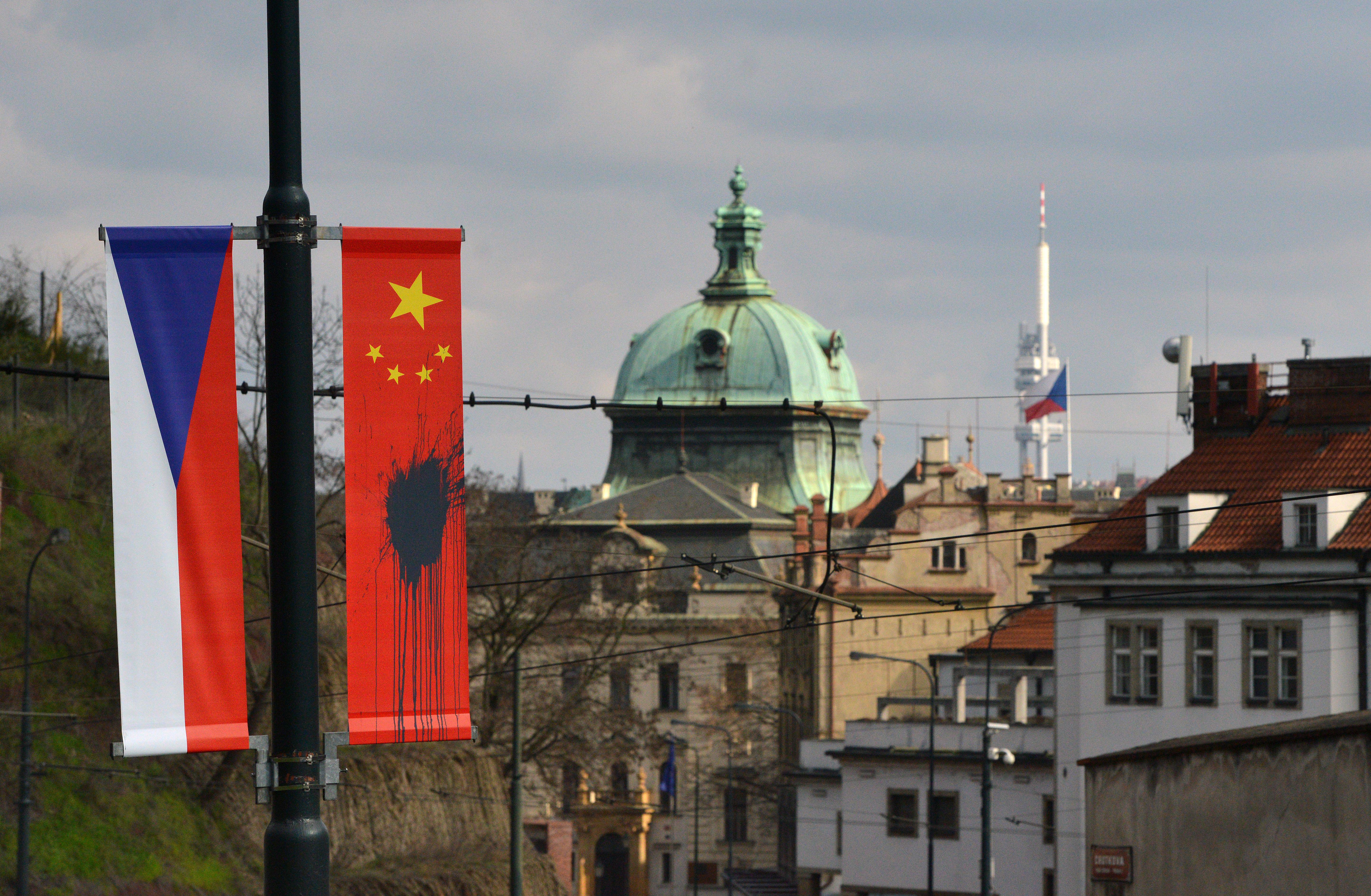 Beindult az orosz és a kínai titkosszolgálat Csehországban