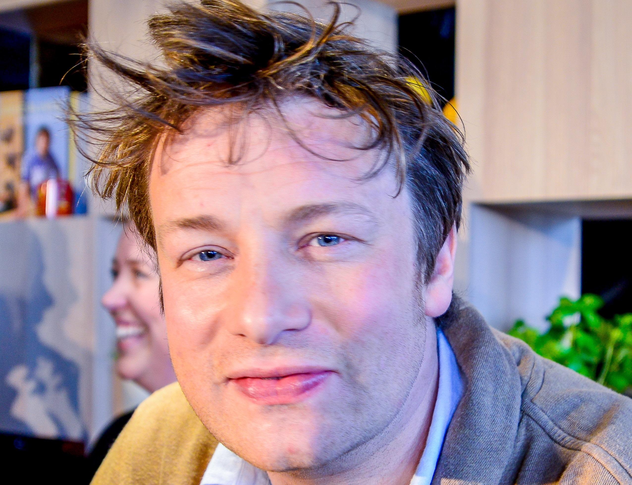 Adele szerint Jamie Oliver bassza meg magát