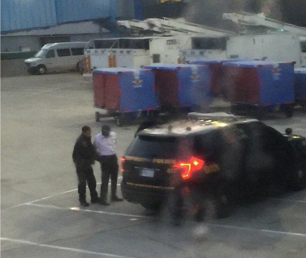 Az utasok szeme láttára tartóztatták le a részeg pilótát
