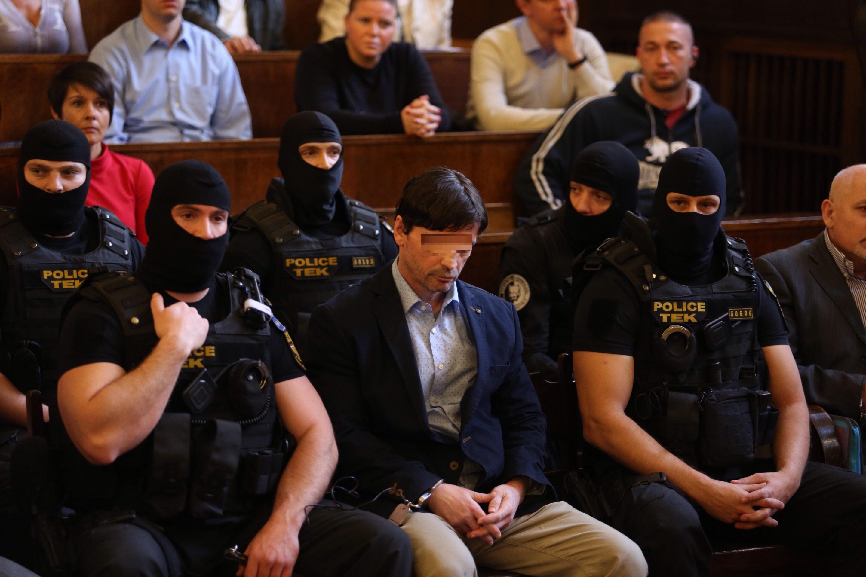 Roháčot életfogytiglanra, Portikot 13 év fegyházra ítélték