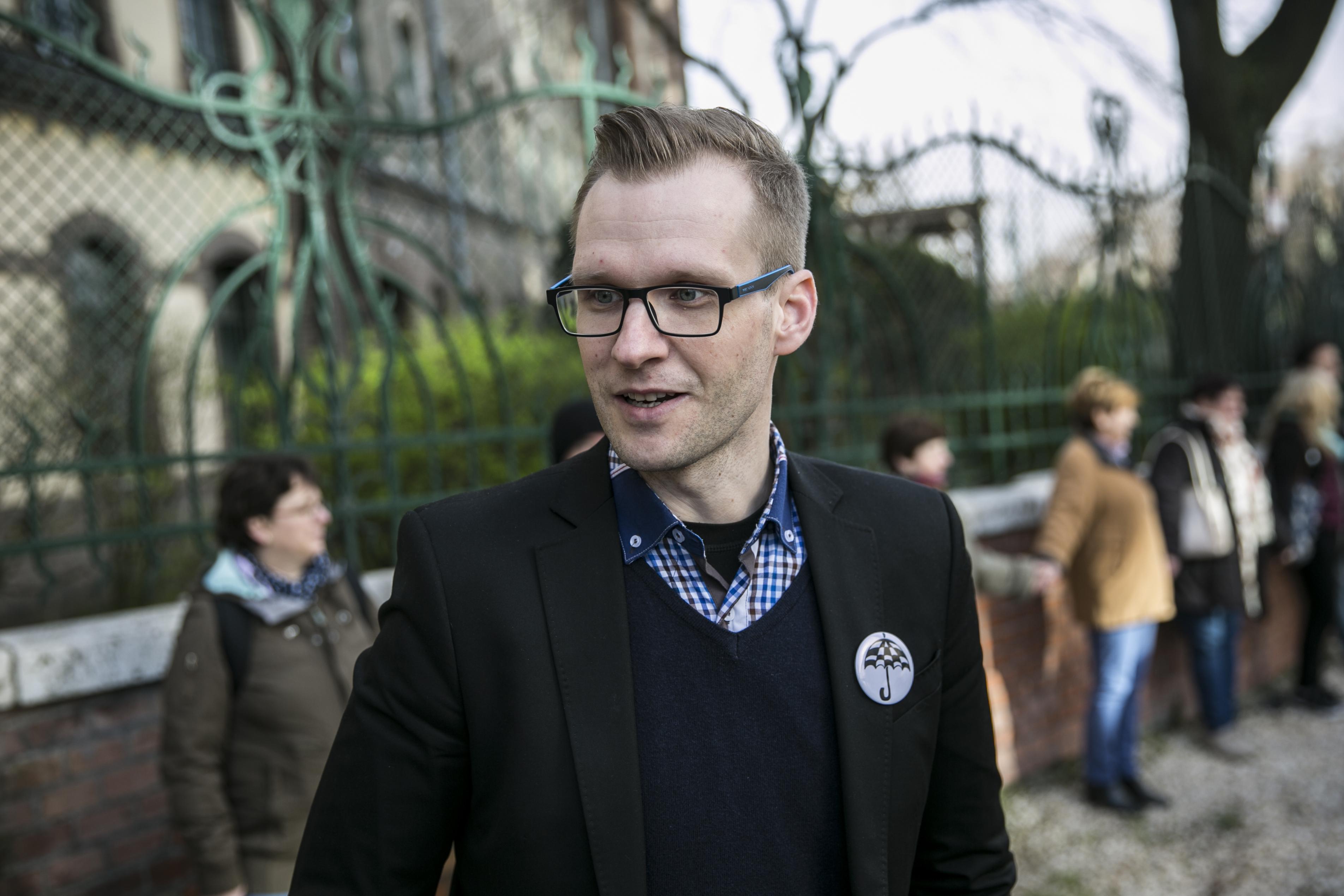 Az euró bevezetéséről rendezne népszavazást Pukli István új pártja