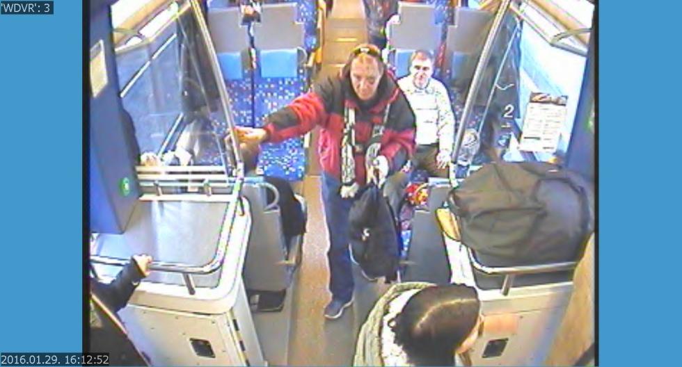 Fradi-sálas férfi lopott bőröndöt a vonaton