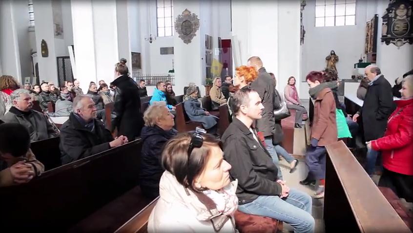 Ilyet se láttál még: a pap az abortusz ellen szónokol, mire kivonulnak a hívők a templomból