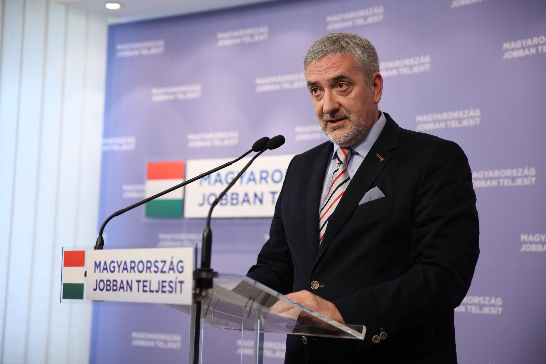 A Fidesz-frakció szóvivője kivonult a saját sajtótájékoztatójáról