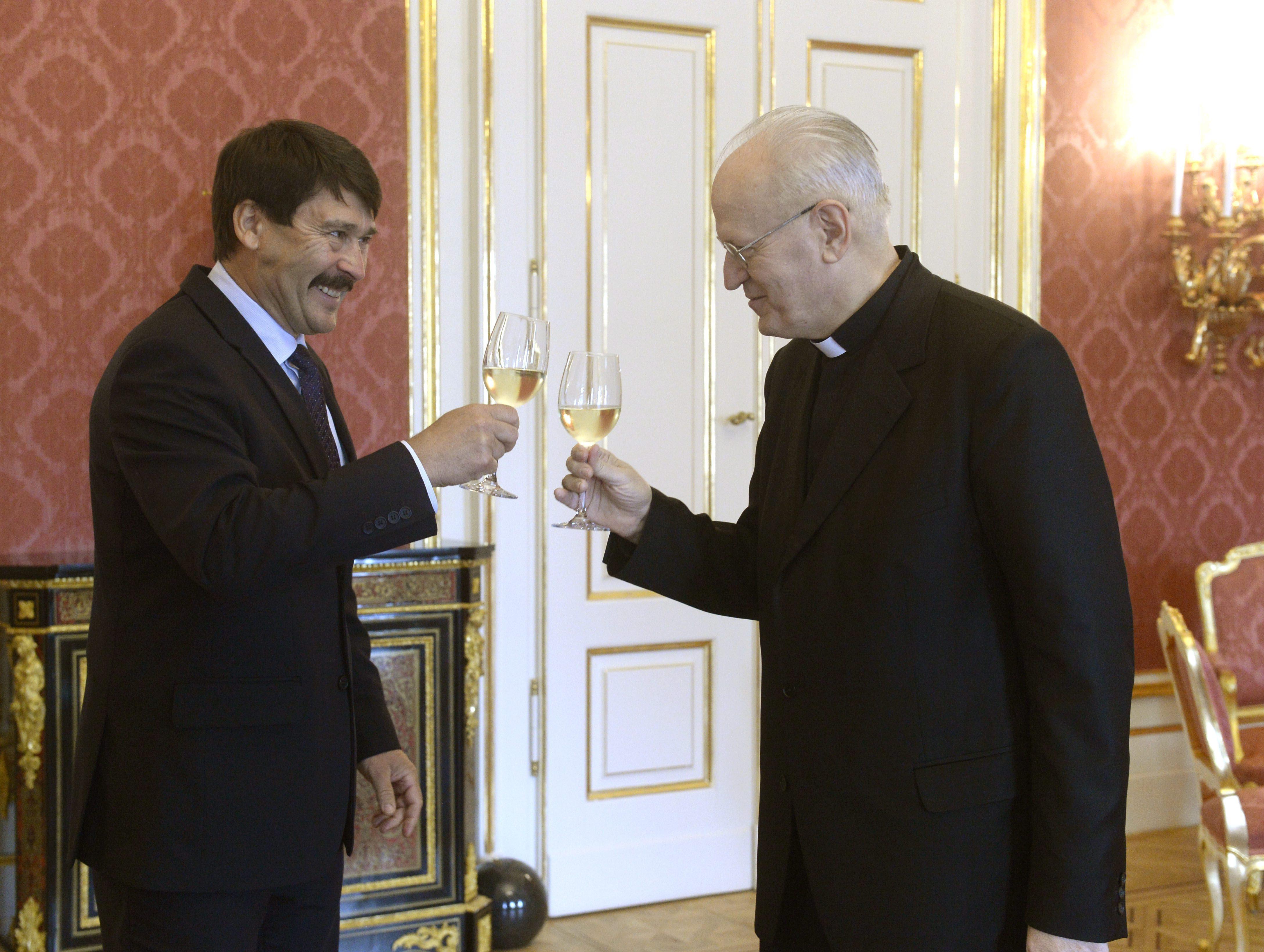 Katolikusoknak a kvótanépszavazásról - A püspöki kar hallgat, a makói plébánosnak elege lett és lépett