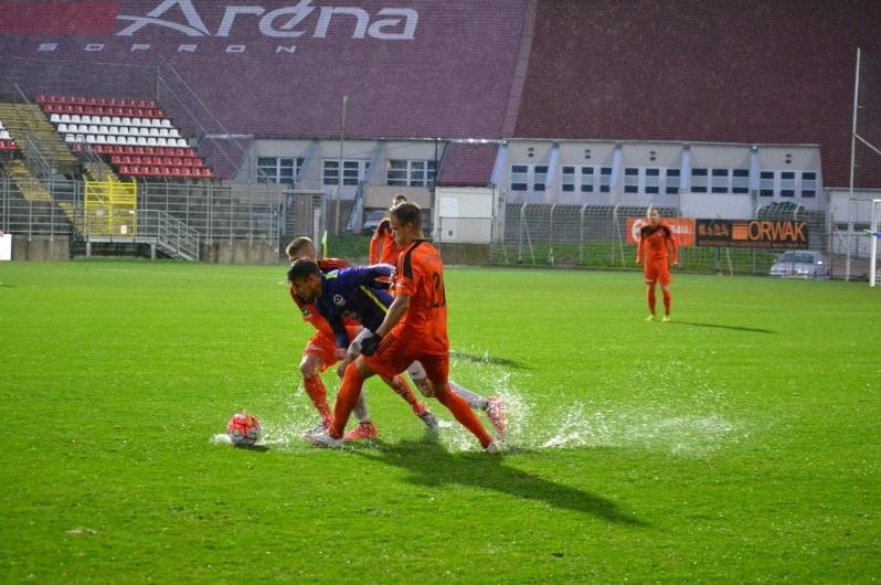 400 milliót költöttek a soproni stadionra, az első közepes eső bebizonyította, hogy tök feleslegesen