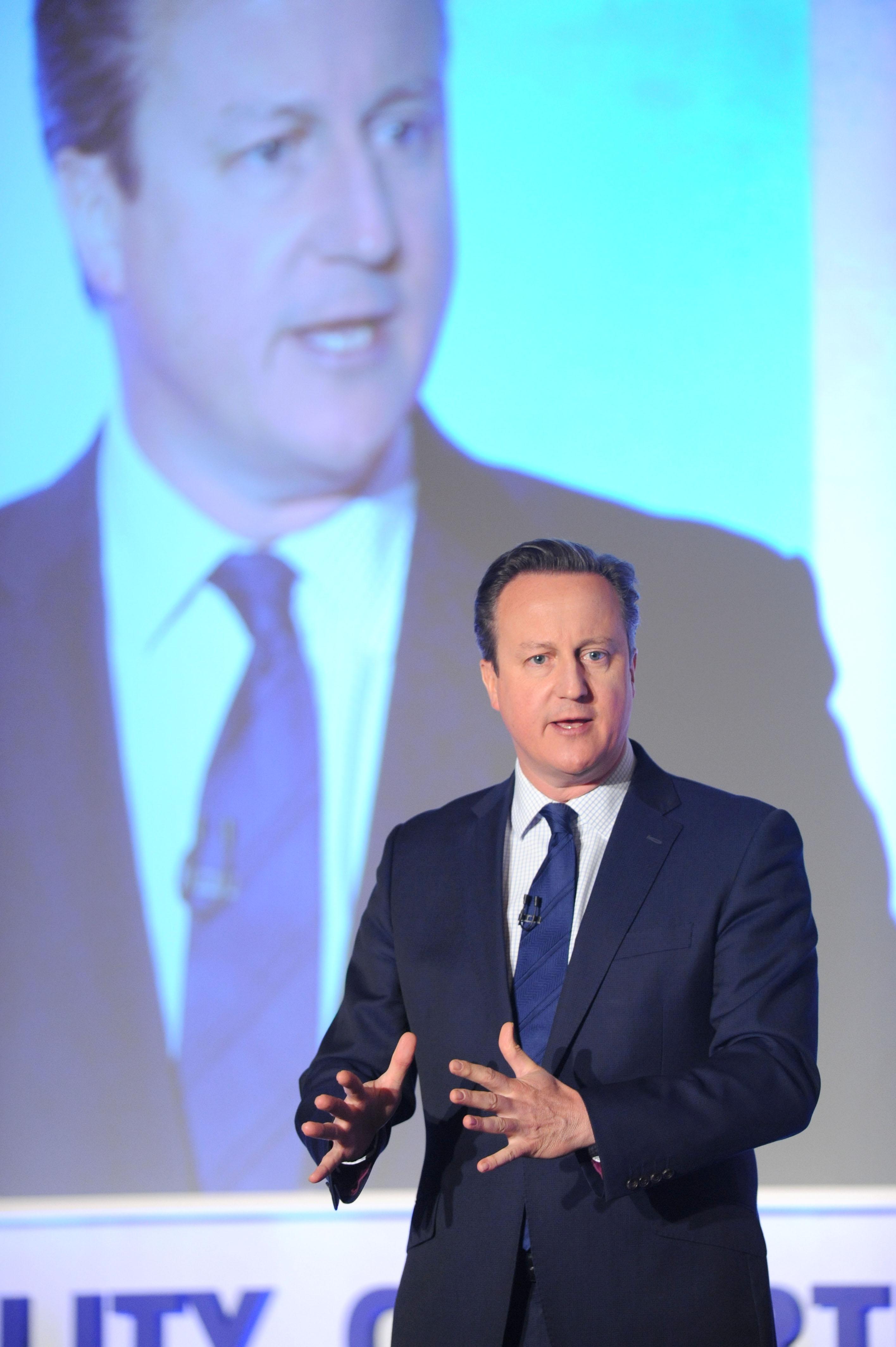 David Cameron nyilvánossá tette az adóbevallásait
