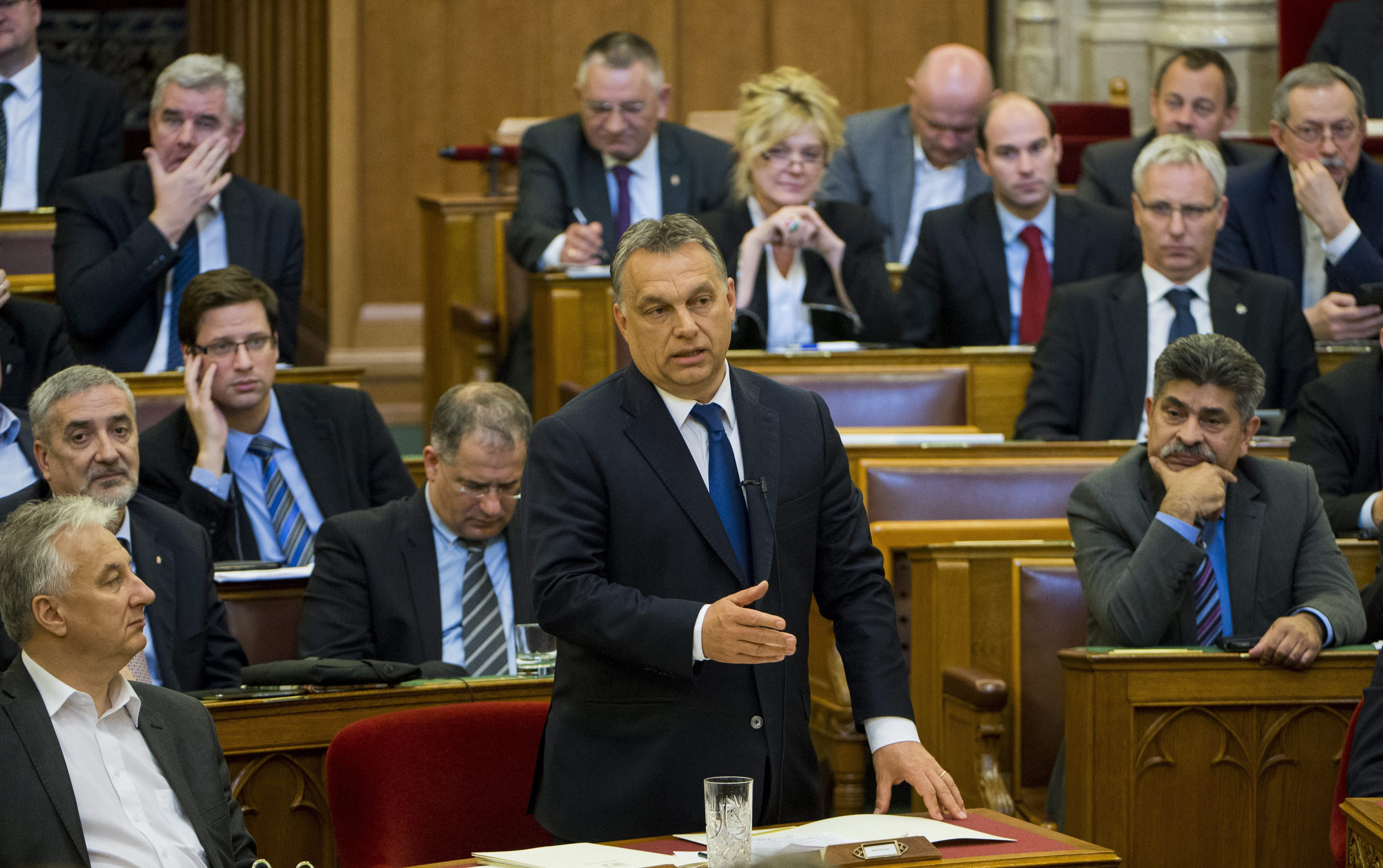 Népszabadság: Orbán már egy hete kiadta a parancsot a vasárnapi boltbezárás visszavonásáról