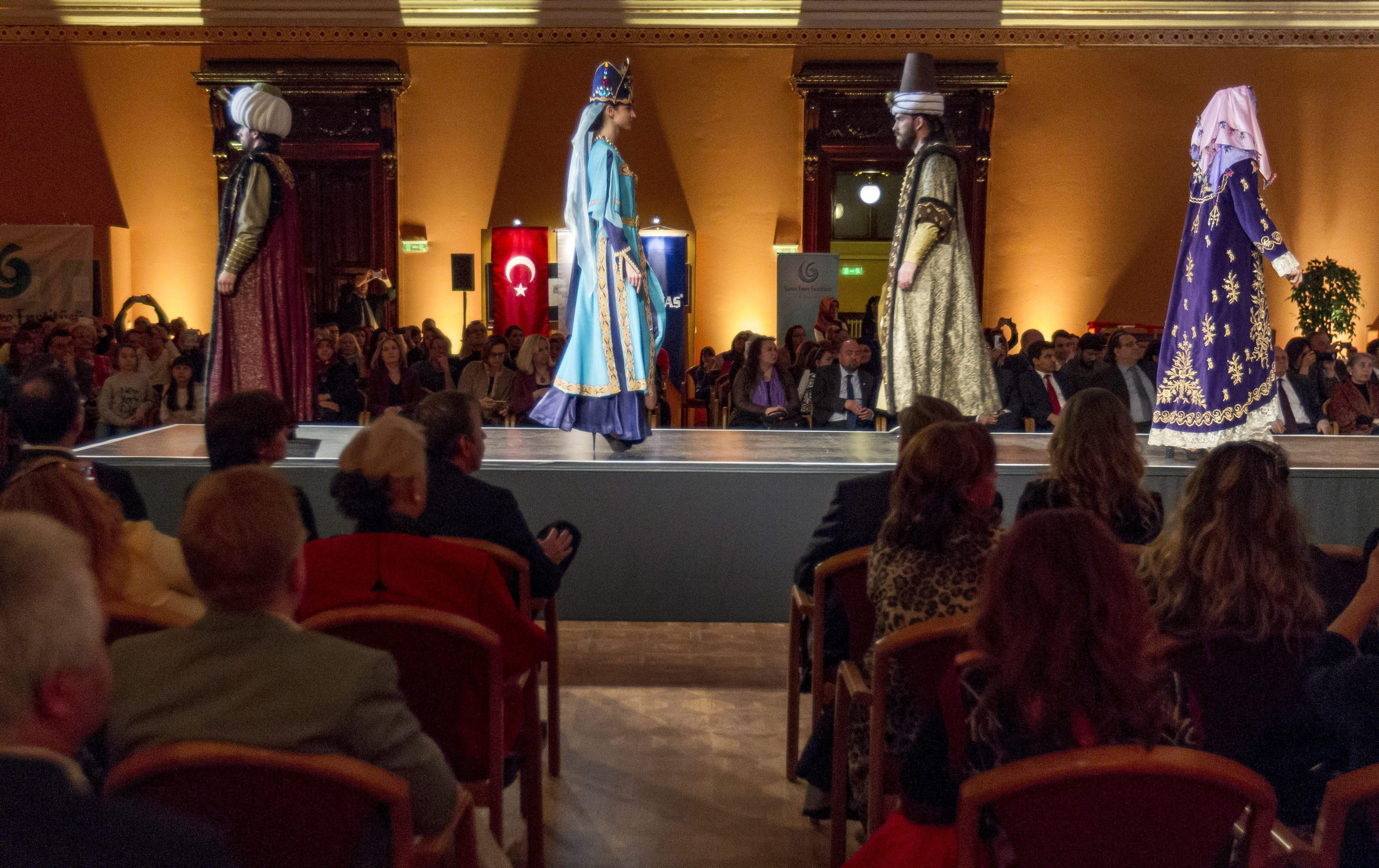 Oszmán divatbemutatót rendezett Budapesten a Török Kulturális Központ