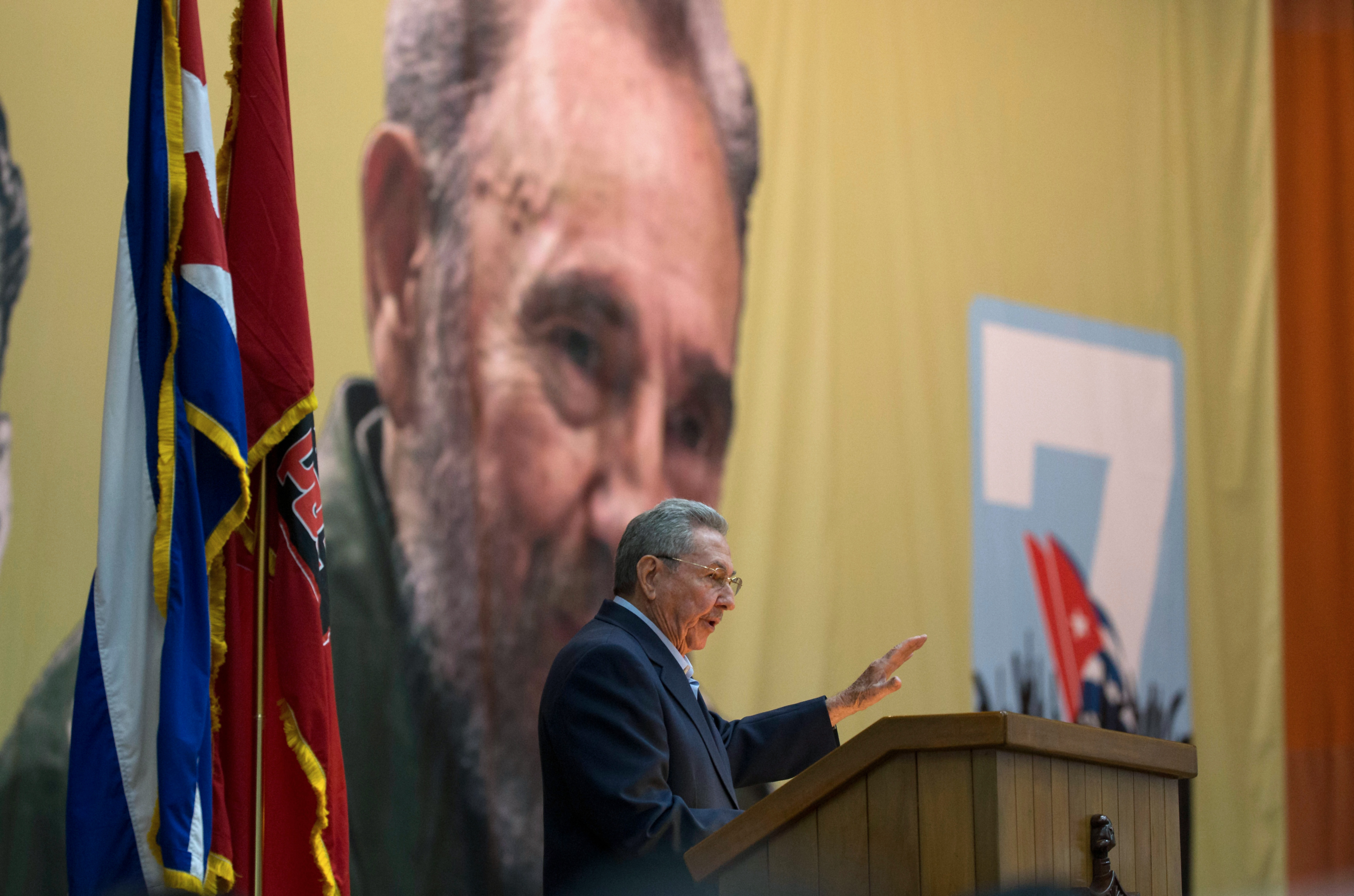 Raúl Castro: Nem lesz itt privatizálgatás