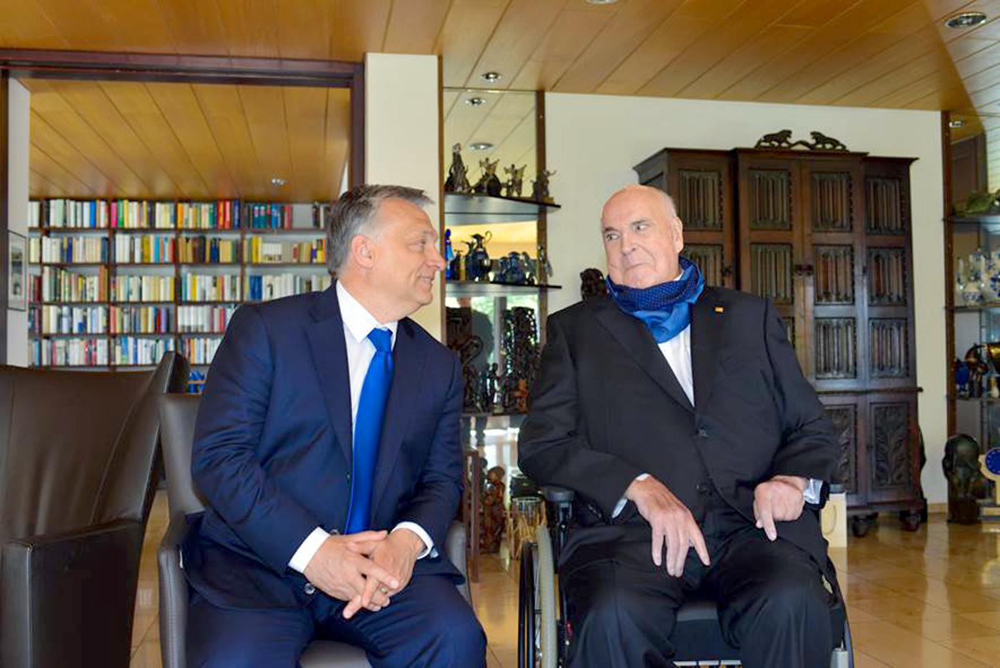Orbán és Helmut Kohl szerint Európa nem lehet a világban szükséget szenvedő milliók új hazája
