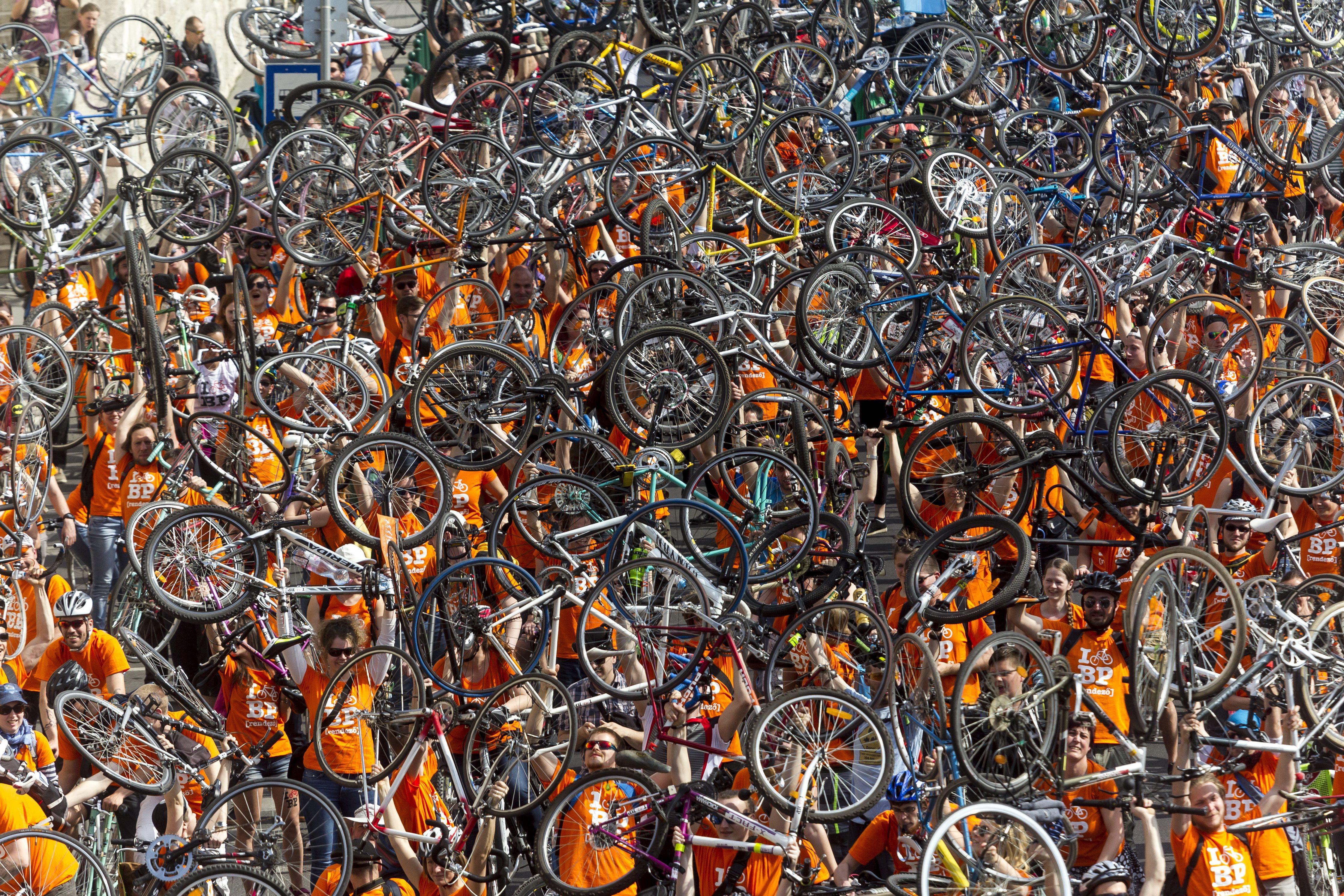 Biciklisbarát KRESZ-módosítást javasol a Kerékpárosklub