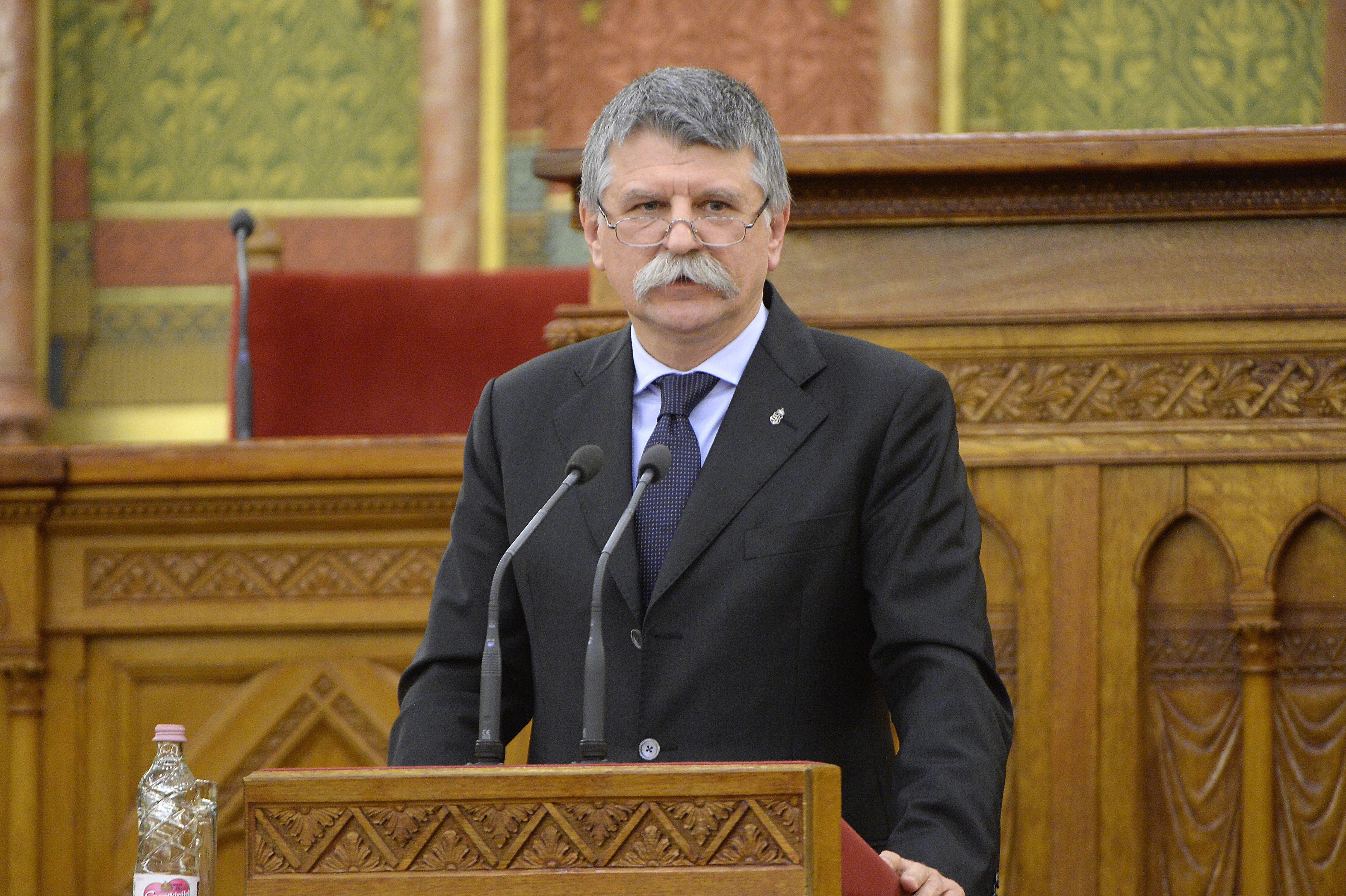 Kitiltották a hvg.hu, az Index, a Nol és a 24.hu tudósítóit a parlamentből