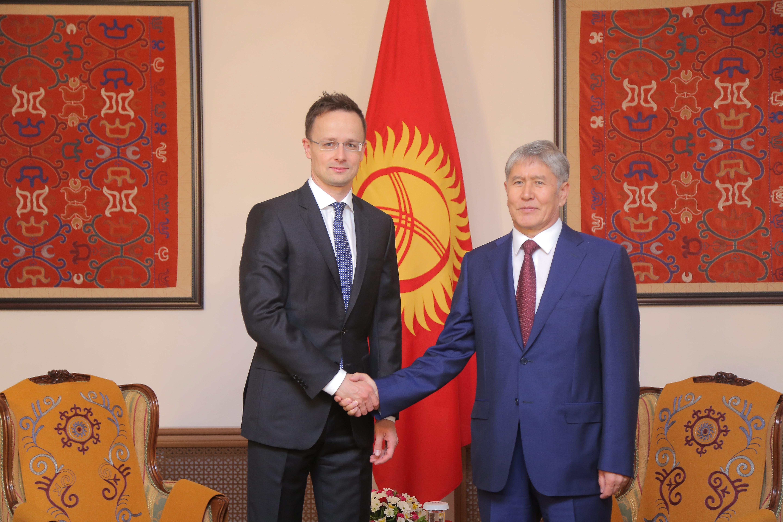 Őrizetbe vették a korrupcióval vádolt volt kirgiz elnököt