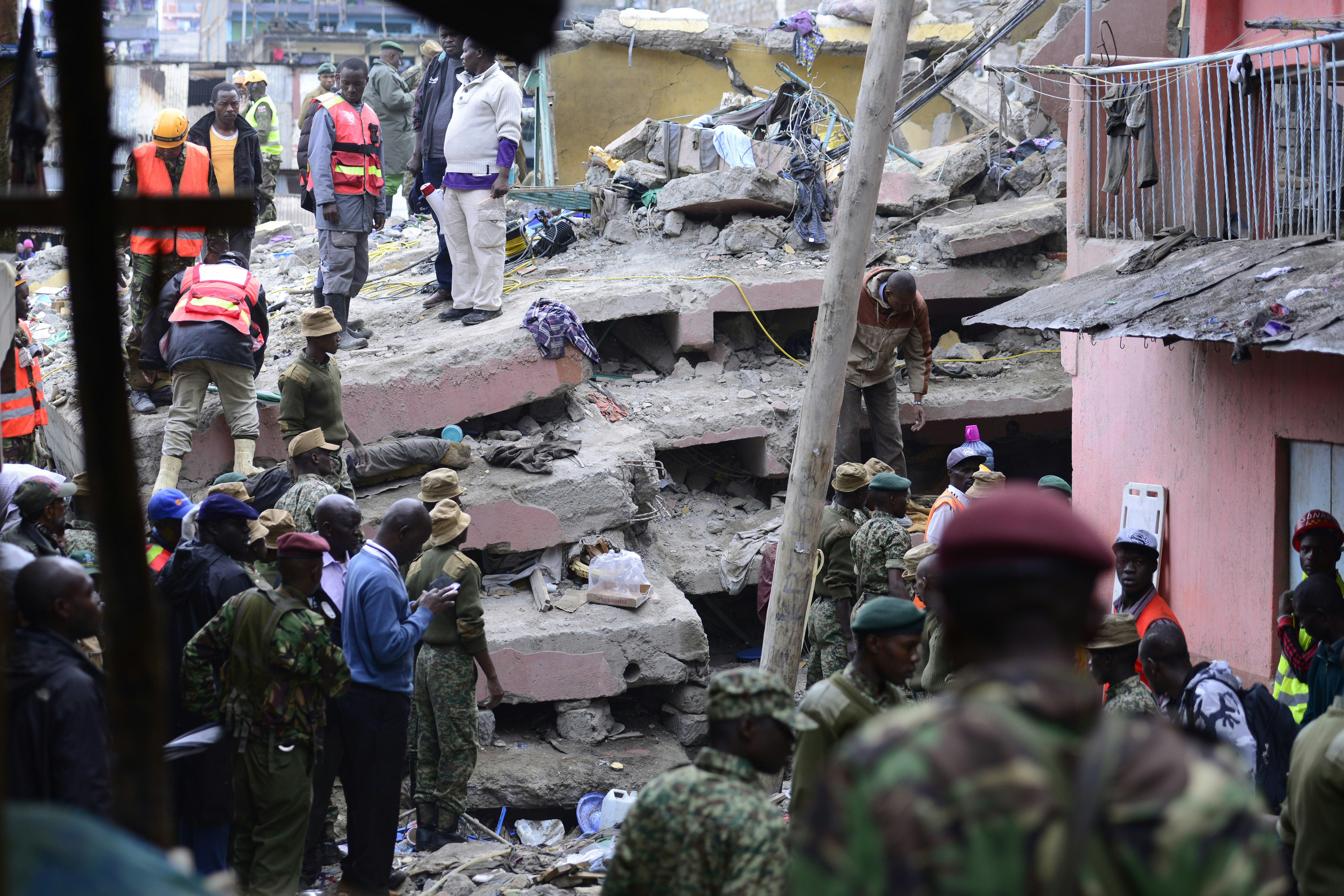 A hatalmas esőzés miatt összedőlt egy hatemeletes épület Nairobiban