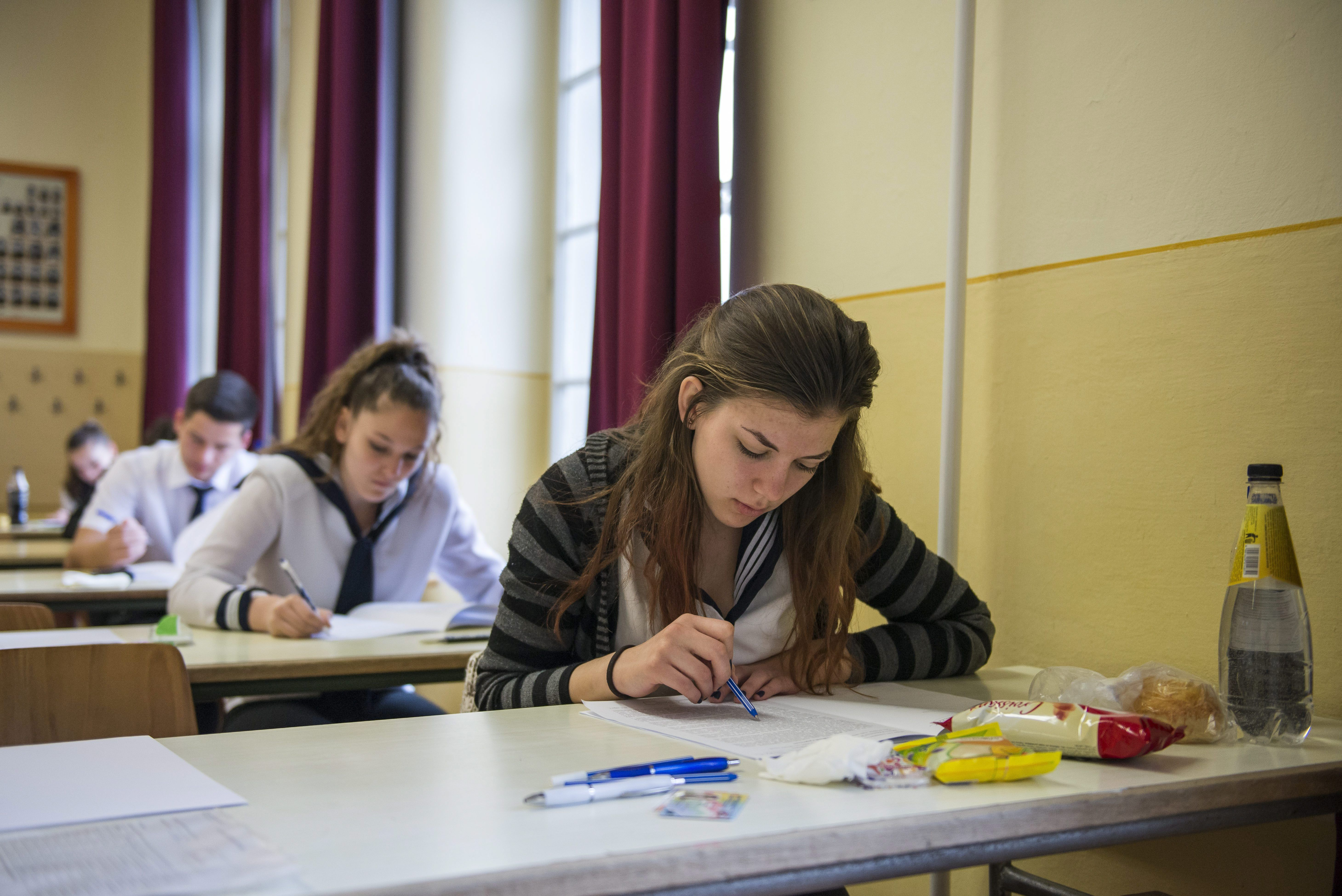 Egy háttéranyag szerint a kormány csökkentené a gimnazisták számát