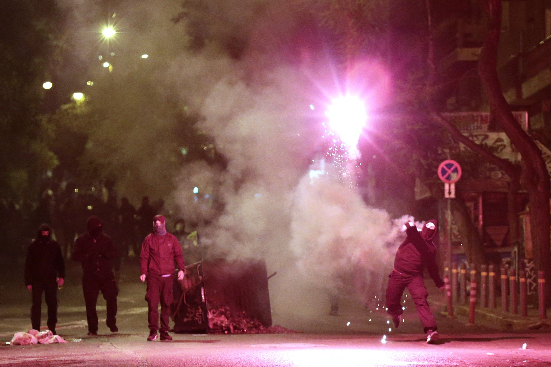 A görög parlament megszorító csomagott fogadott el