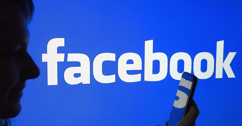8 órán át futtatott egy Clinton-párti kamuhírt a Facebook algoritmusa