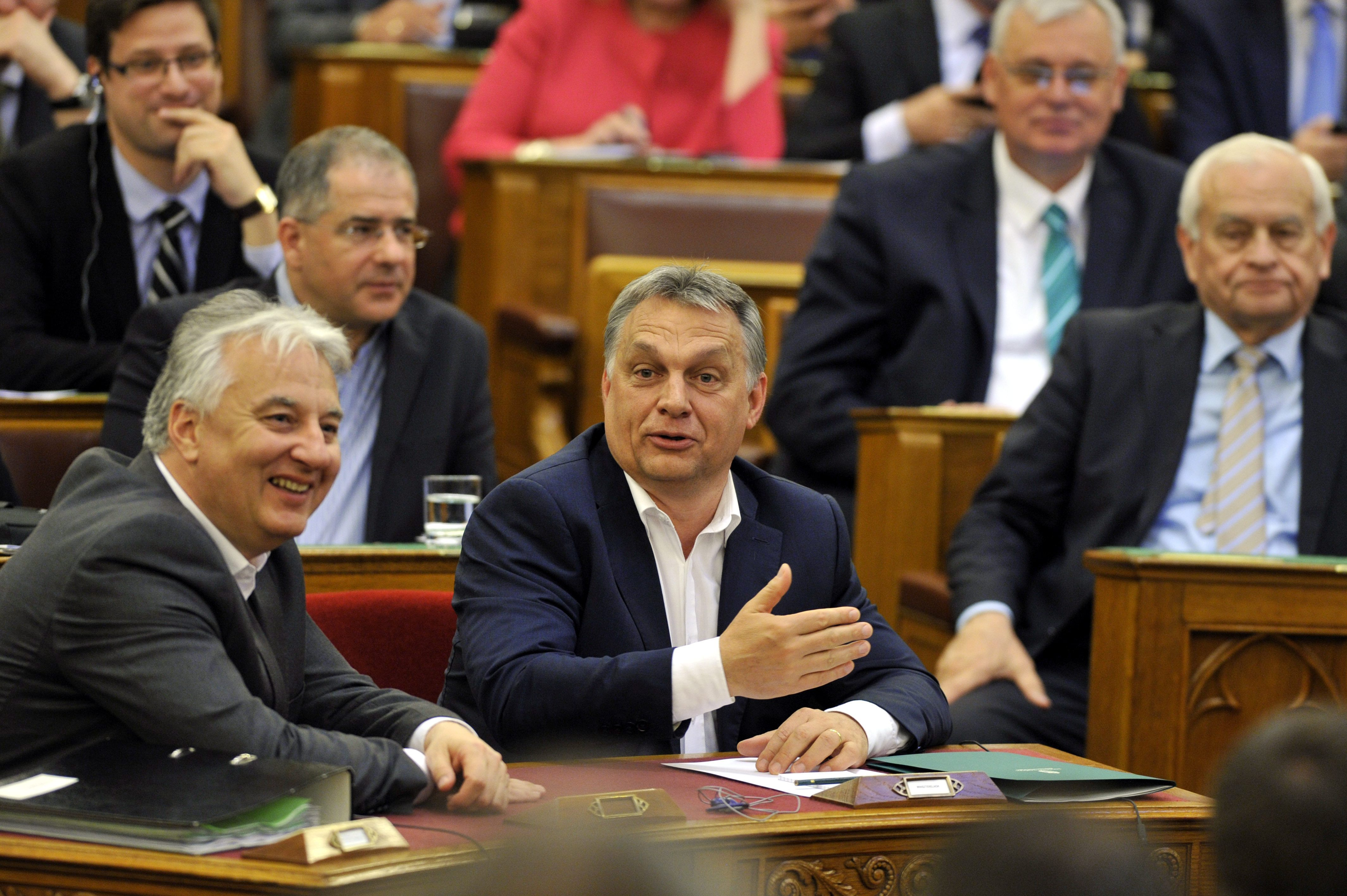 Orbán szerint a Jobbik túlságosan aláfekszik Brüsszelnek