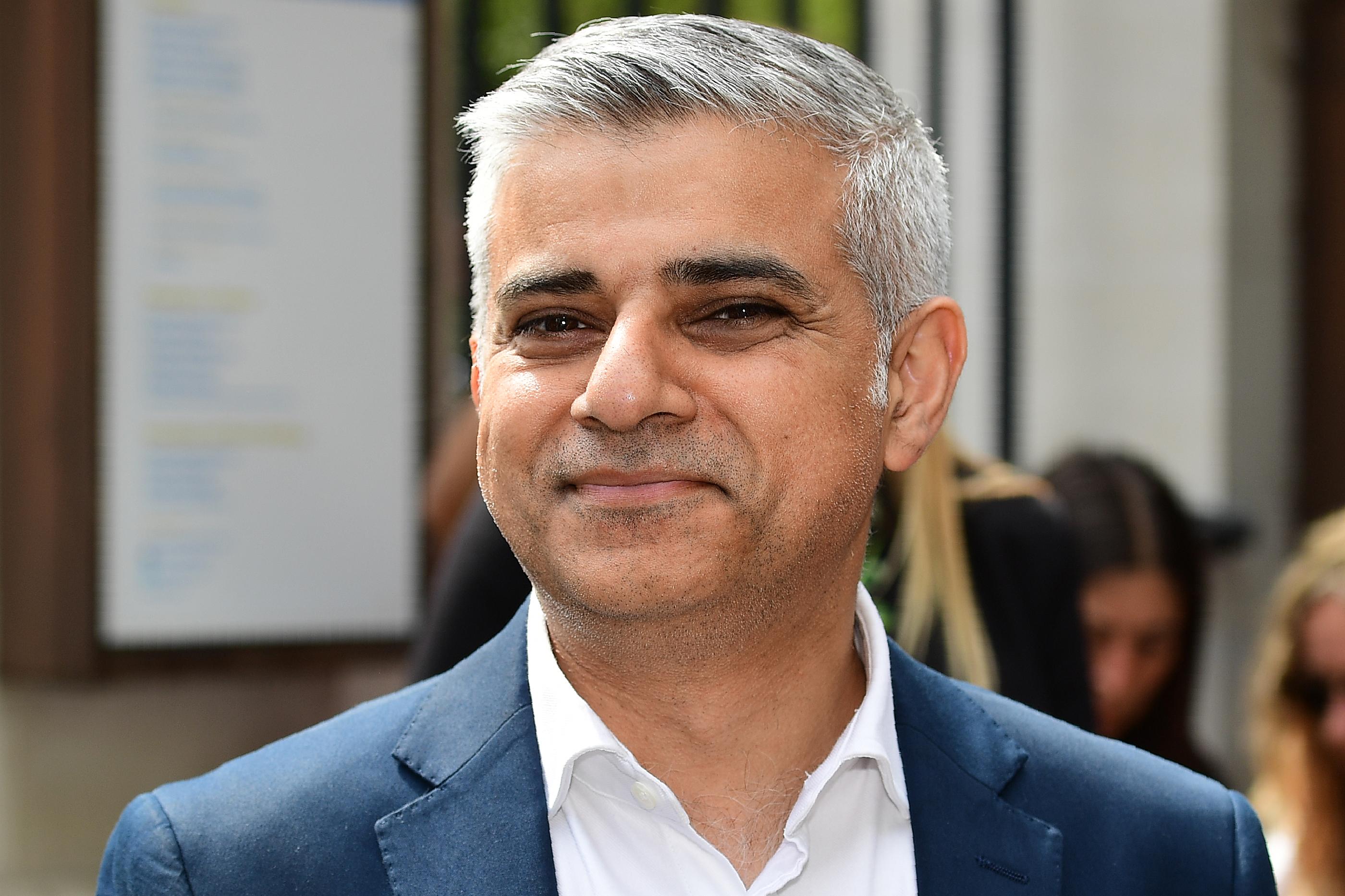 Újraválasztották Sadiq Khant London polgármesterének