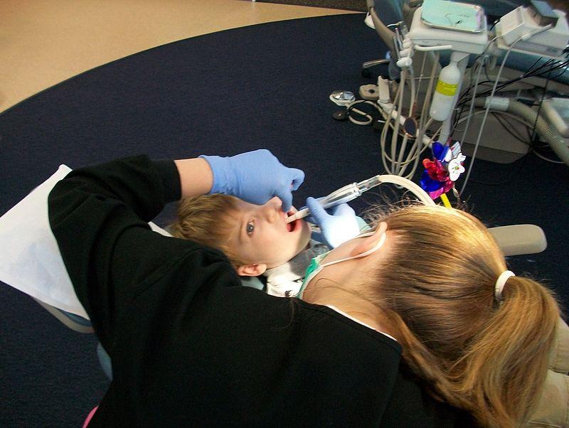 Százával kértek külföldi munkához papírt a nővérek és a fogorvosok tavaly is