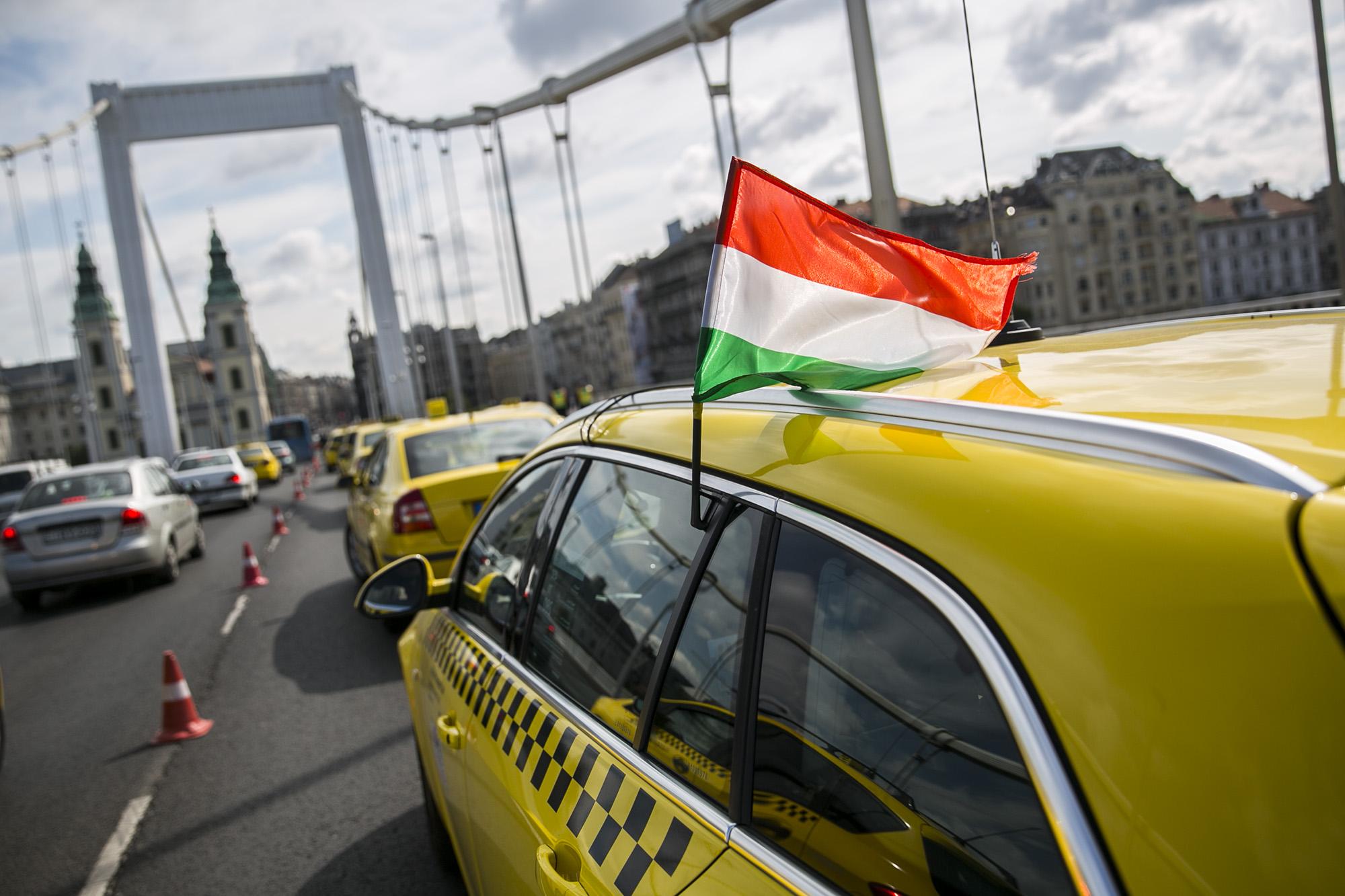 Tízből hét budapesti taxis szabálytalankodik