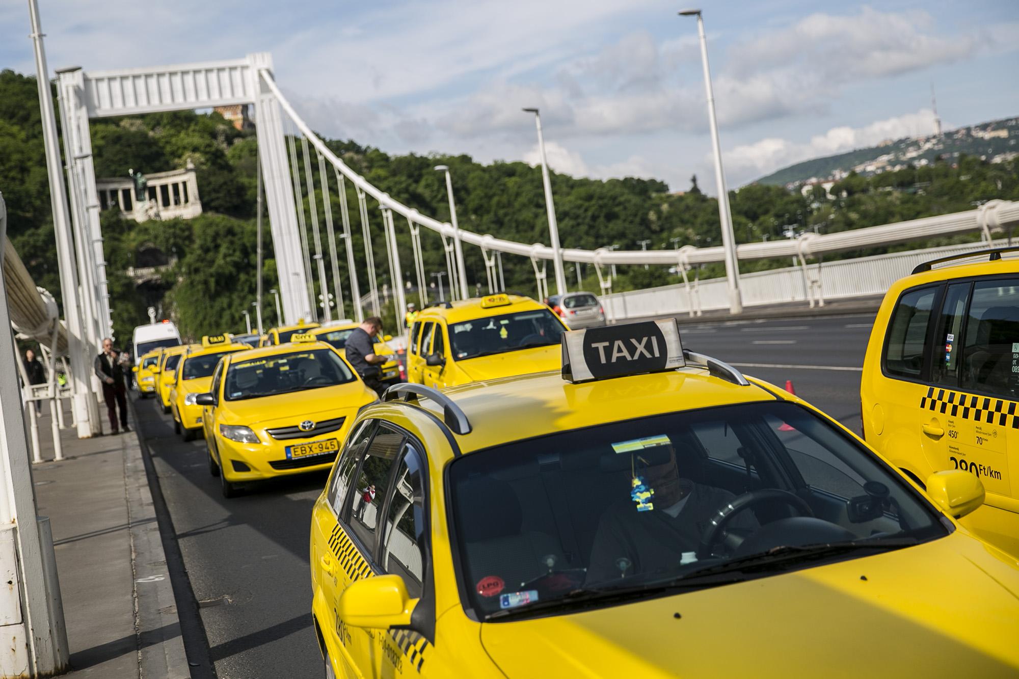 Új szabályozás: Büntetett előéletűek nem vezethetnek taxit