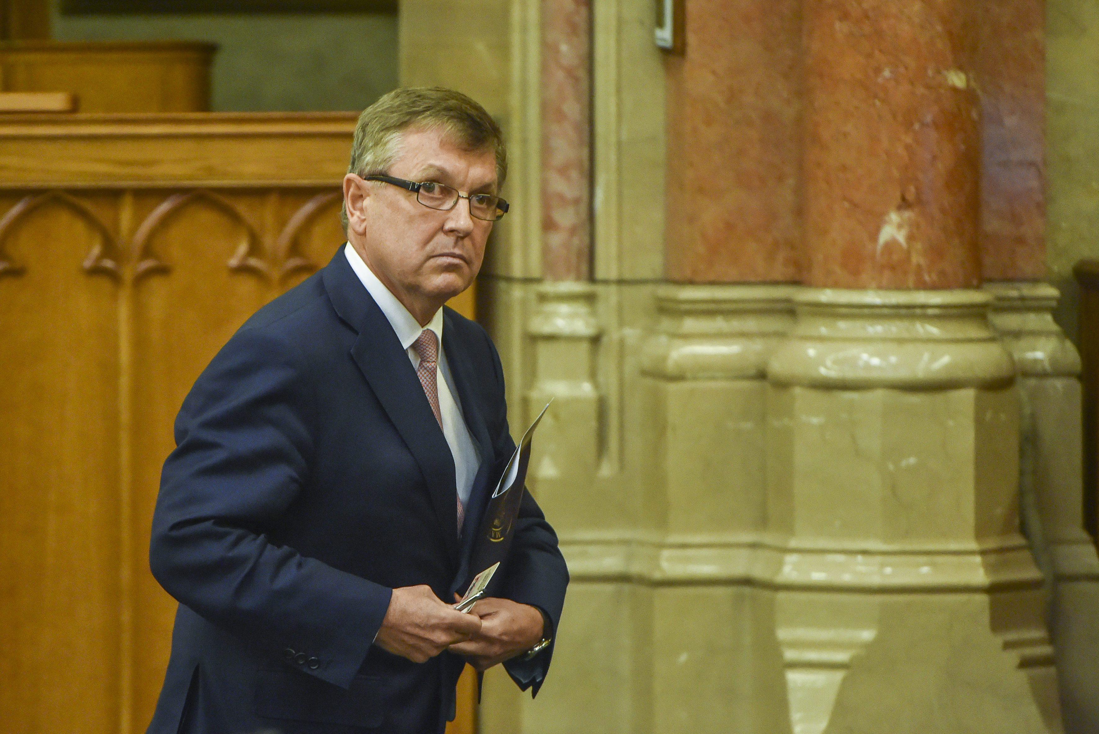 Kormánypárti javaslatra a költségvetési bizottság mégsem hallgatta meg Matolcsyt a tavalyi költségvetésről