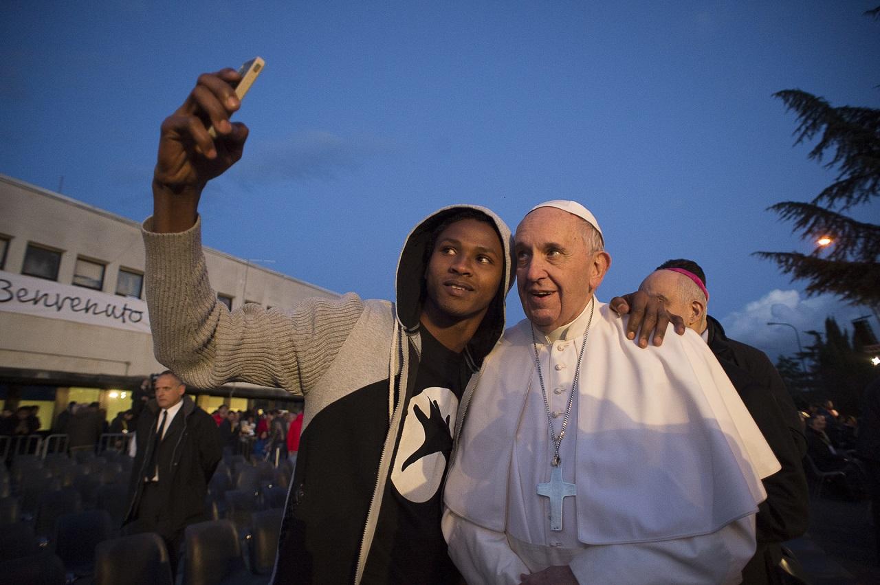 Ferenc pápa: A hazug újságírás maga a terrorizmus