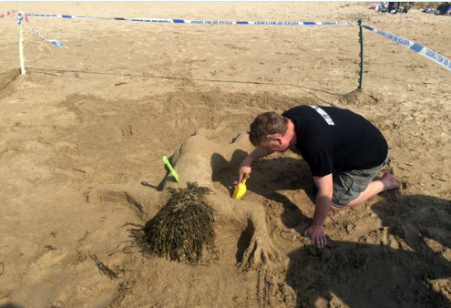 Kicsit durva viccel nyertek homokvárépítő-versenyt a brit rendőrök