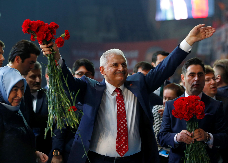 Az új török miniszterelnök legfőbb célja egy új alkotmánnyal még nagyobb hatalmat biztosítani Erdogannak