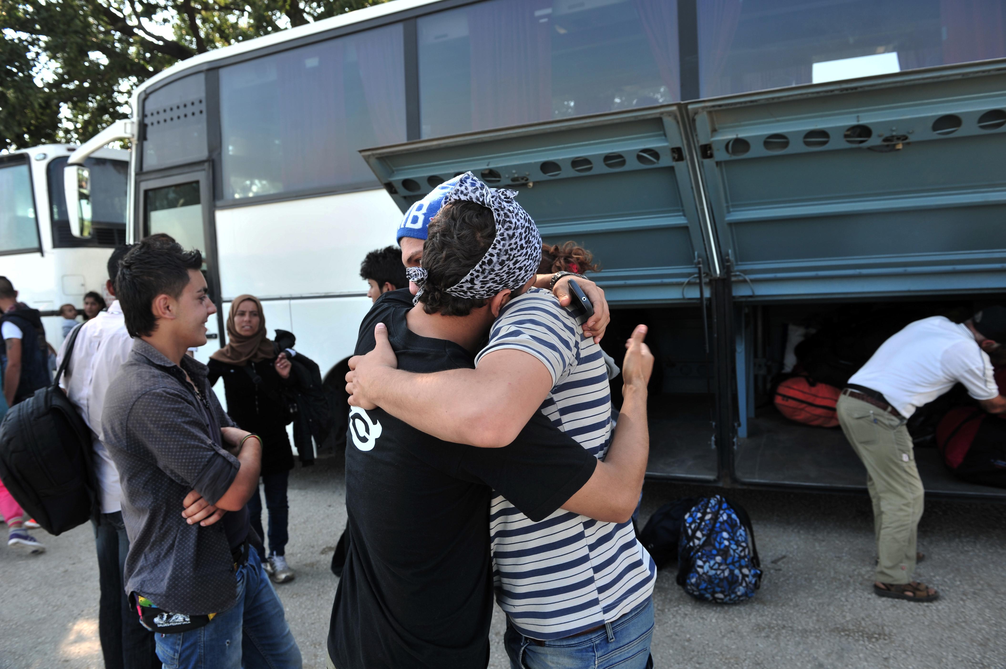 Megkezdték az idomeni menekülttábor felszámolását a görög hatóságok