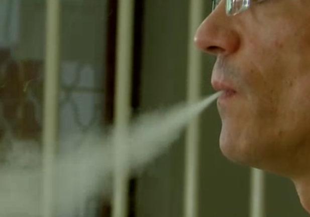 Állami pénzből promózták az állam által egészségtelennek nyilvánított e-cigit