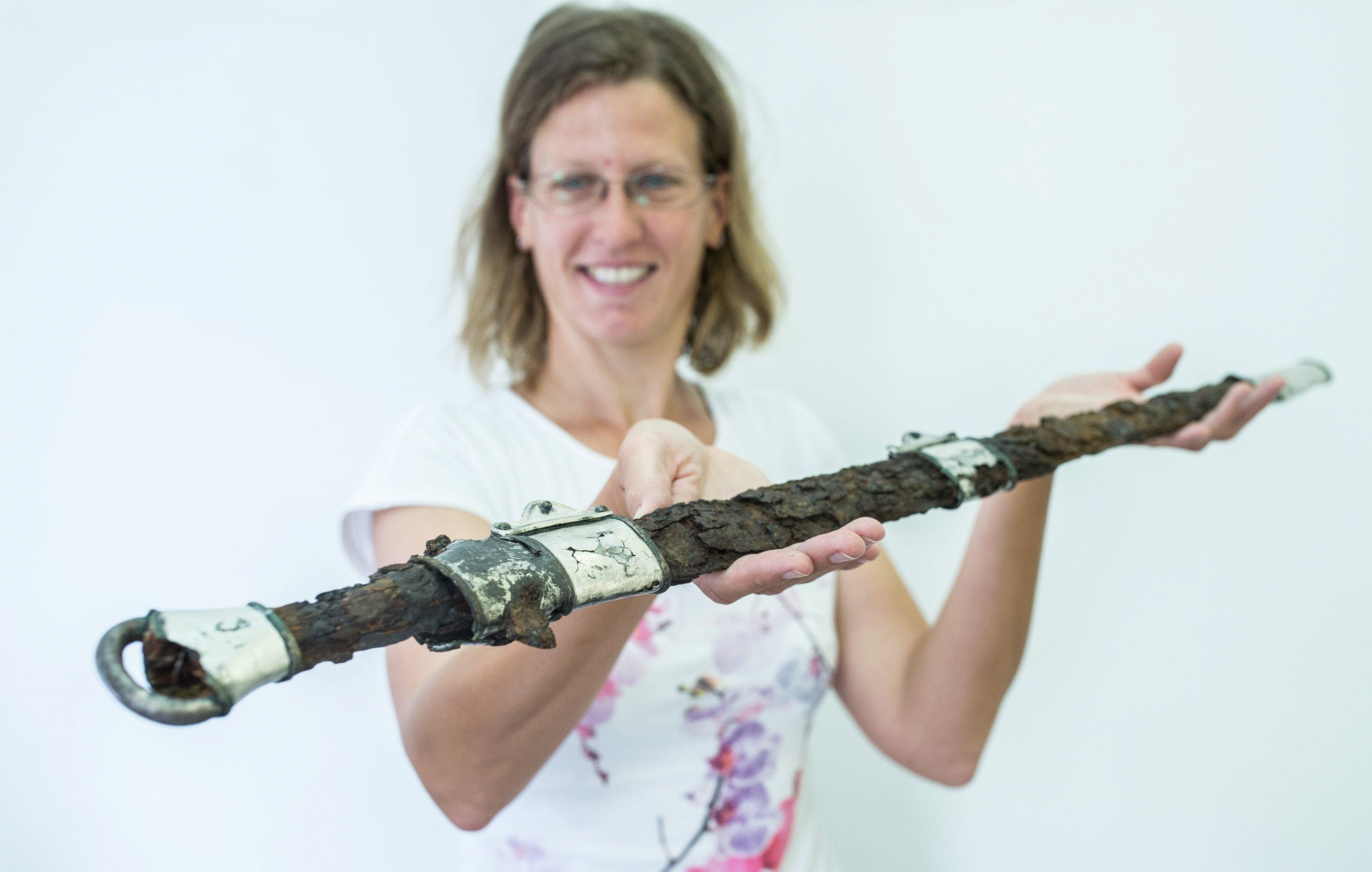 Csodálatos VII. századi avar kardot találtak Szalkszentmárton közelében