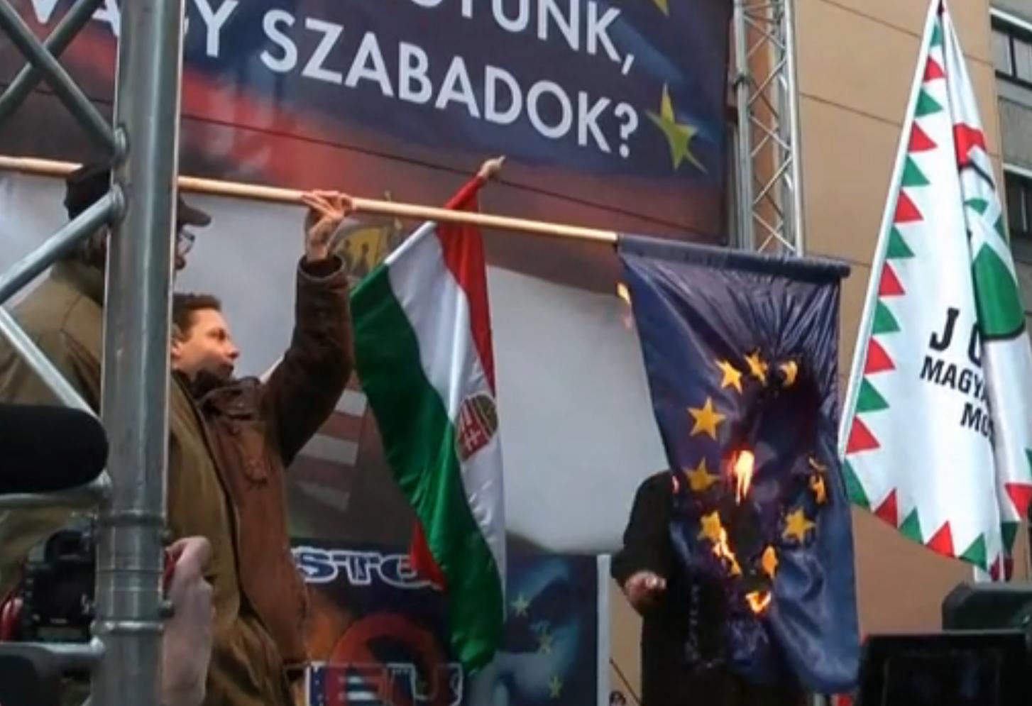 Vona Gábor most már annyira nem akar kilépni az EU-ból