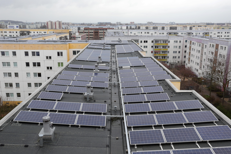 Elképesztő tempóban szaporodnak a háztetőkre szerelt napelemek Magyarországon