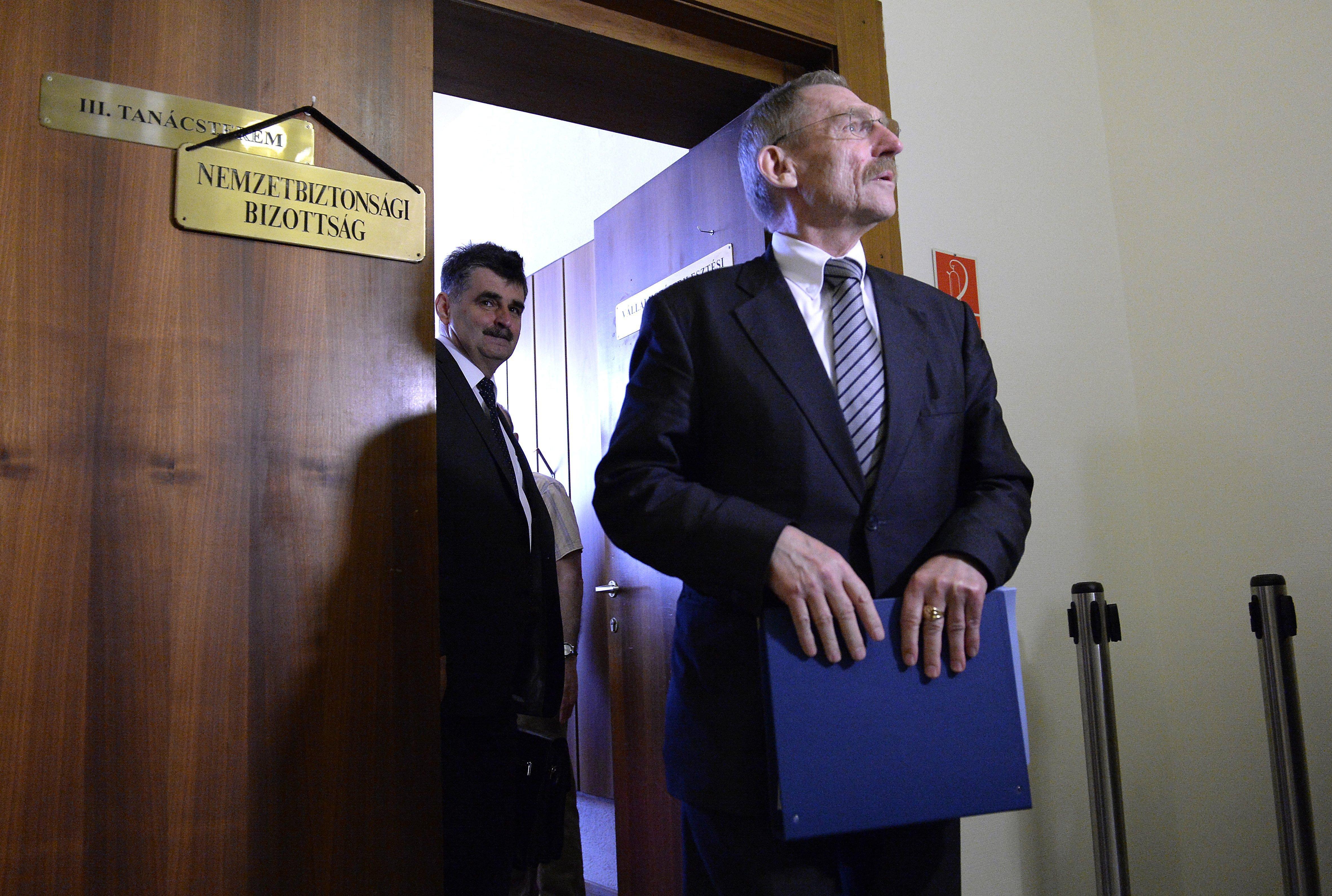 Megfigyelési ügy: Hétfőre összehívta a nemzetbiztonsági bizottságot a jobbikos elnök, hogy meghallgathassák Pintért