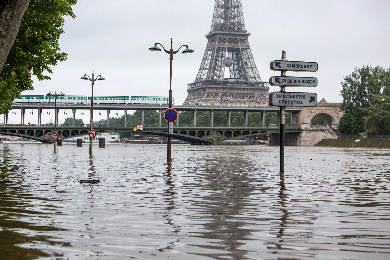 Harminc éve nem volt ekkora áradás Párizsban, mint most