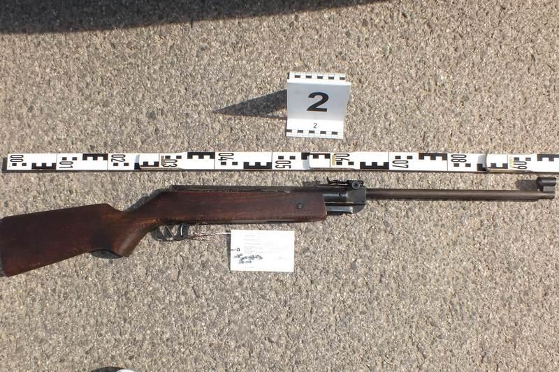 Előállítottak egy idős férfit, aki egy síró gyerek miatt légpuskával lőtt egy 18. kerületi óvodánál