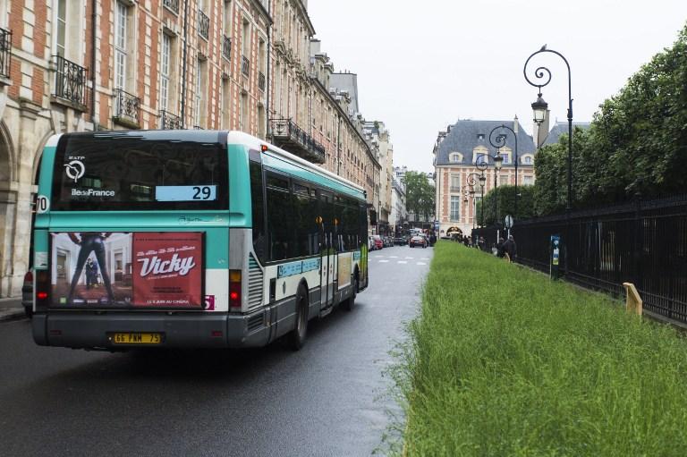 Cseh turisták buszára támadtak rá Franciaországban