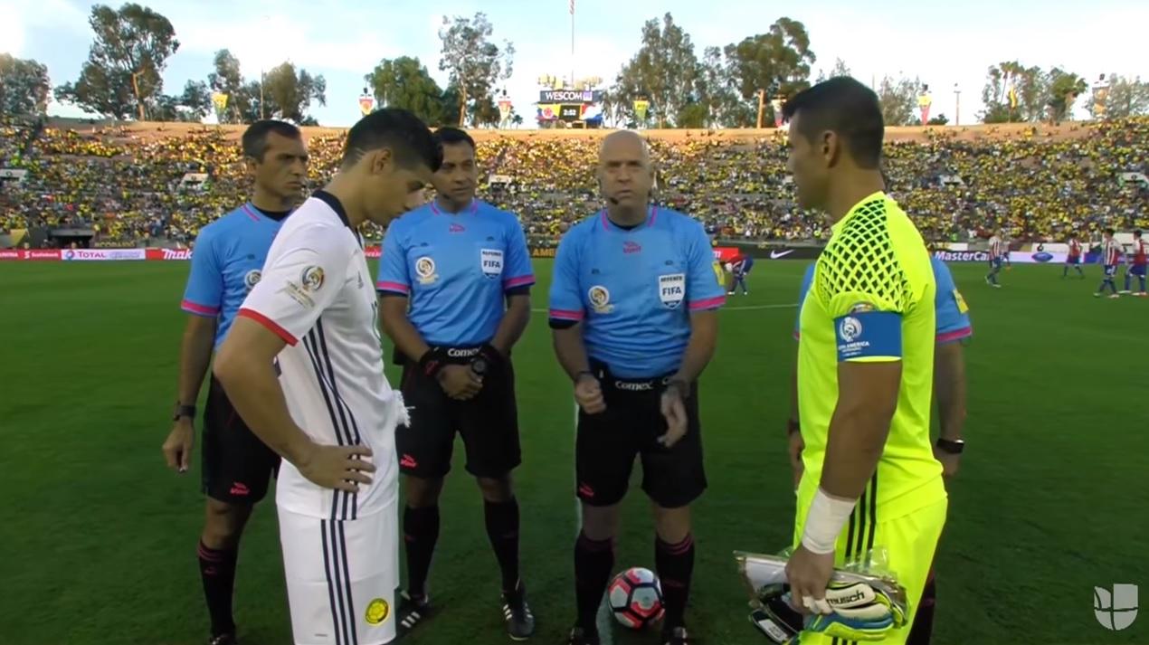 Érmefeldobással akarták eldönteni, hogy ki kezdjen a Paraguay-Kolumbia meccsen, de se fej, se írás nem jött ki