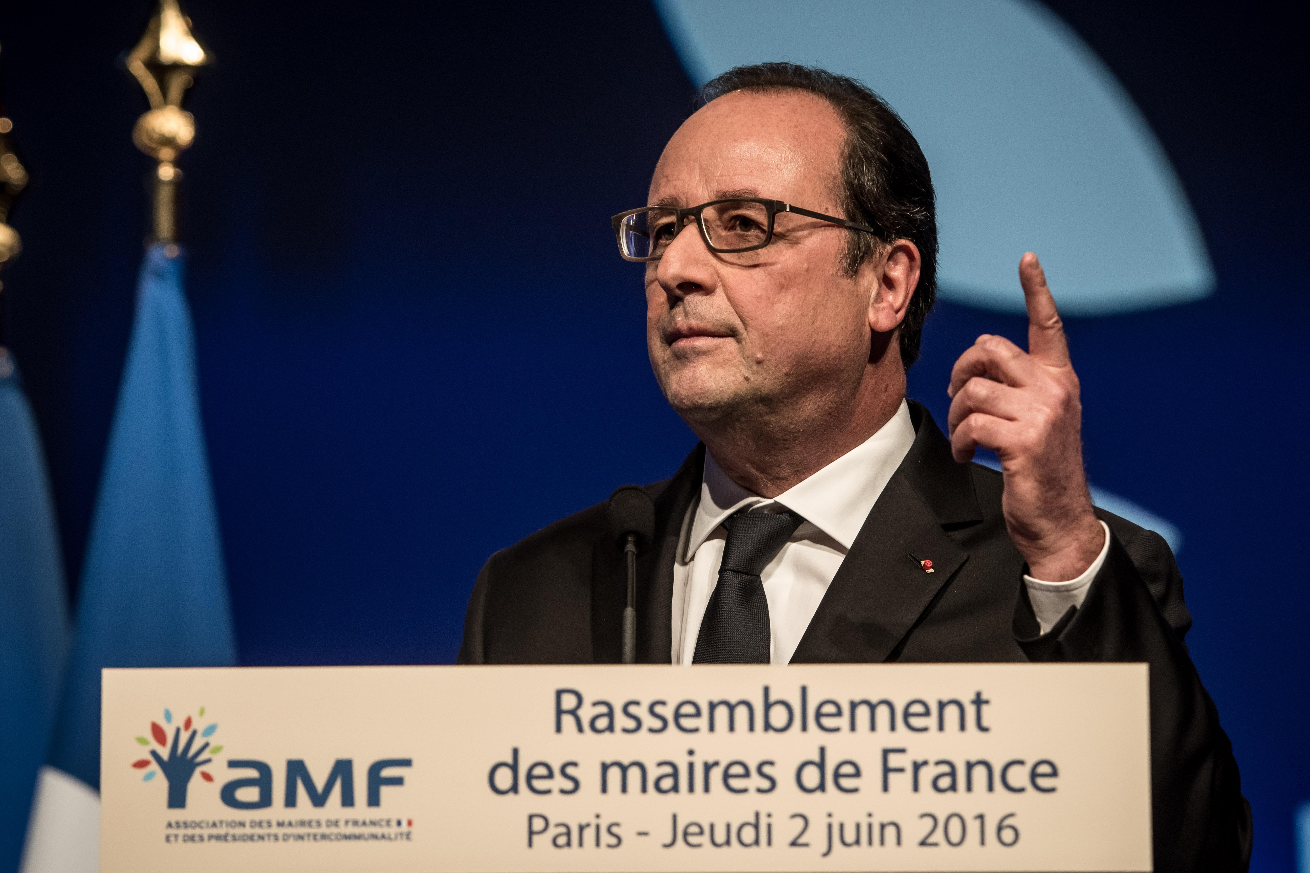 Hollande attól tart, hogy megbénítják a foci-Eb-t a sztrájkoló vasutasok