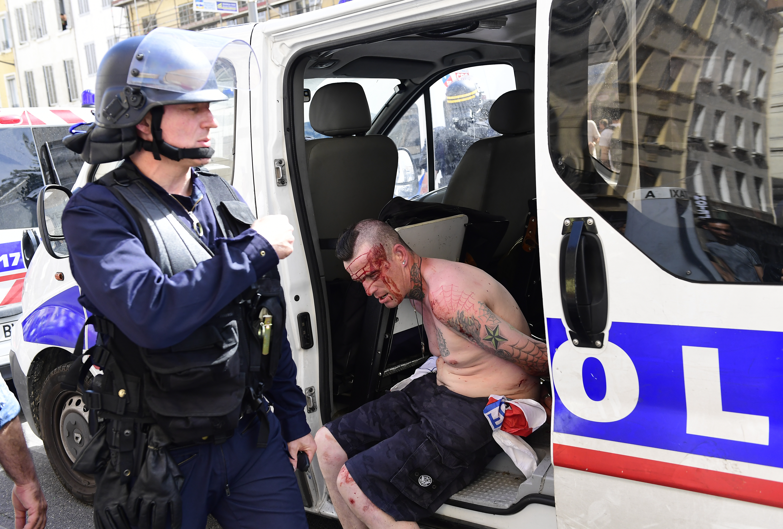 Ismét egymásra találtak a francia rendőrök és a brit ultrák Marseille-ben