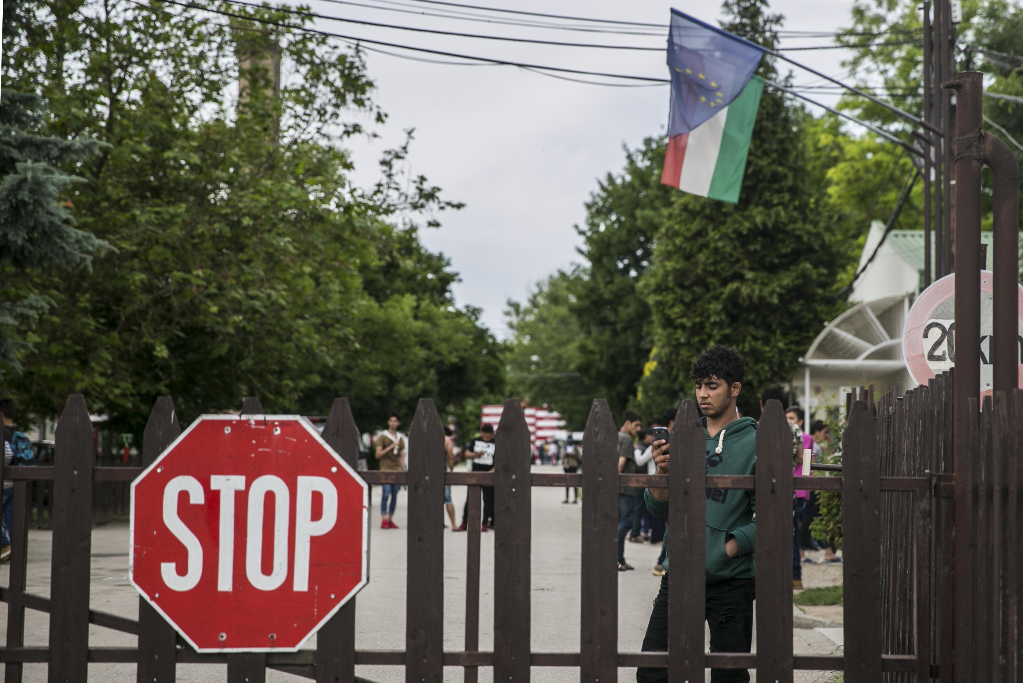 Strasbourg: Jogsértő kitiltani az újságírókat a menekülttáborokból