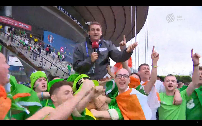 Nyakukba vették a köztévé riporterét a részeg ír drukkerek, aztán sapkát meg zászlót húztak a fejére
