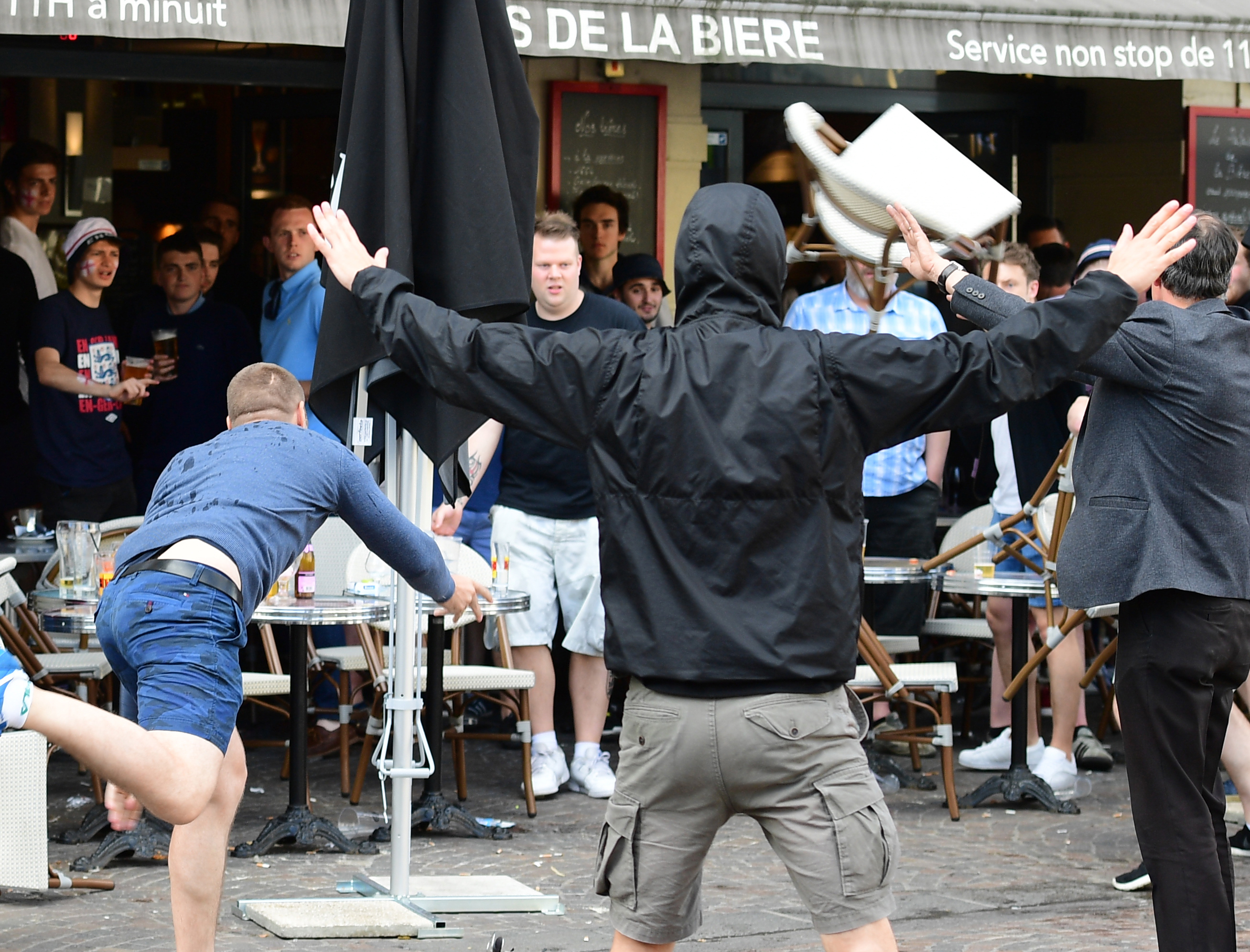 Újra verik egymást az angol és az orosz szurkolók Lille-ben